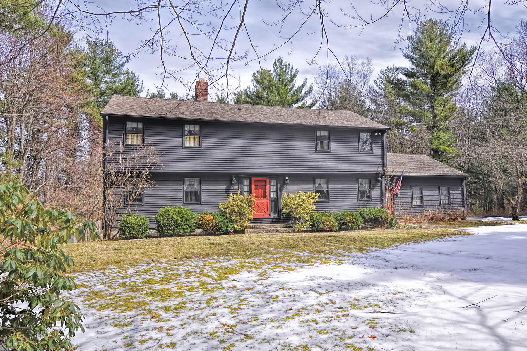 Maison unifamiliale pour l Vente à Custom Designed Colonial In Tranquil Setting 8 Laurel Hill Road Sturbridge, Massachusetts, 01566 États-Unis