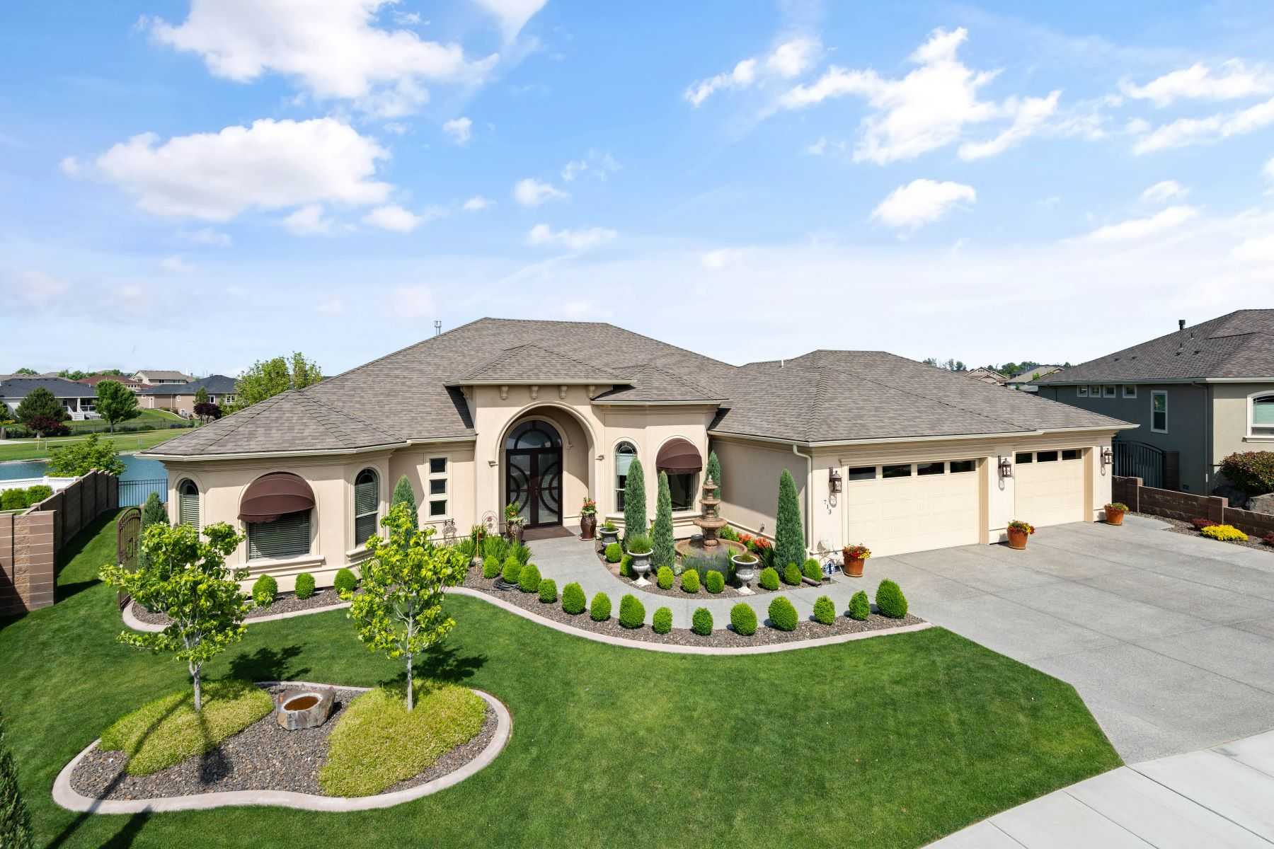 Single Family Homes for Sale at Water Front Luxury 713 S Idaho Pl Kennewick, Washington 99338 United States