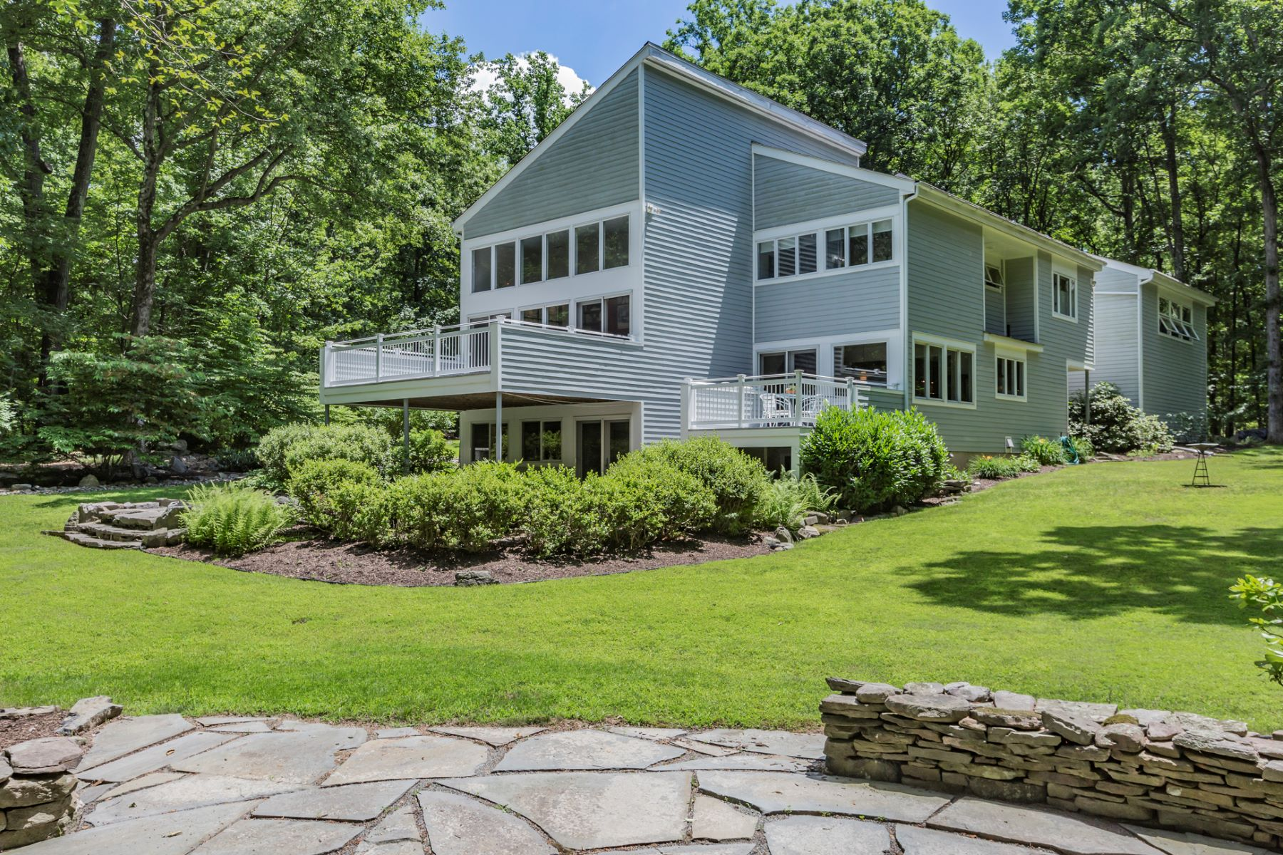 Villa per Vendita alle ore Renovated Modern Retreat Near Hopewell Borough - East Amwell Township 58 Mountain Road Hopewell, New Jersey 08525 Stati Uniti