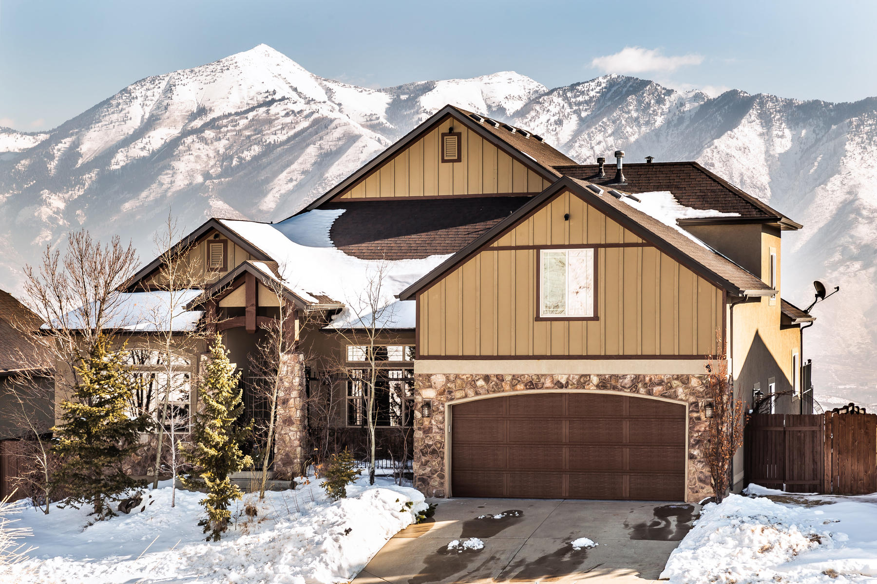 Single Family Homes for Active at Main Floor Living At It's Finest 15401 S Eagle Crest Dr Draper, Utah 84020 United States