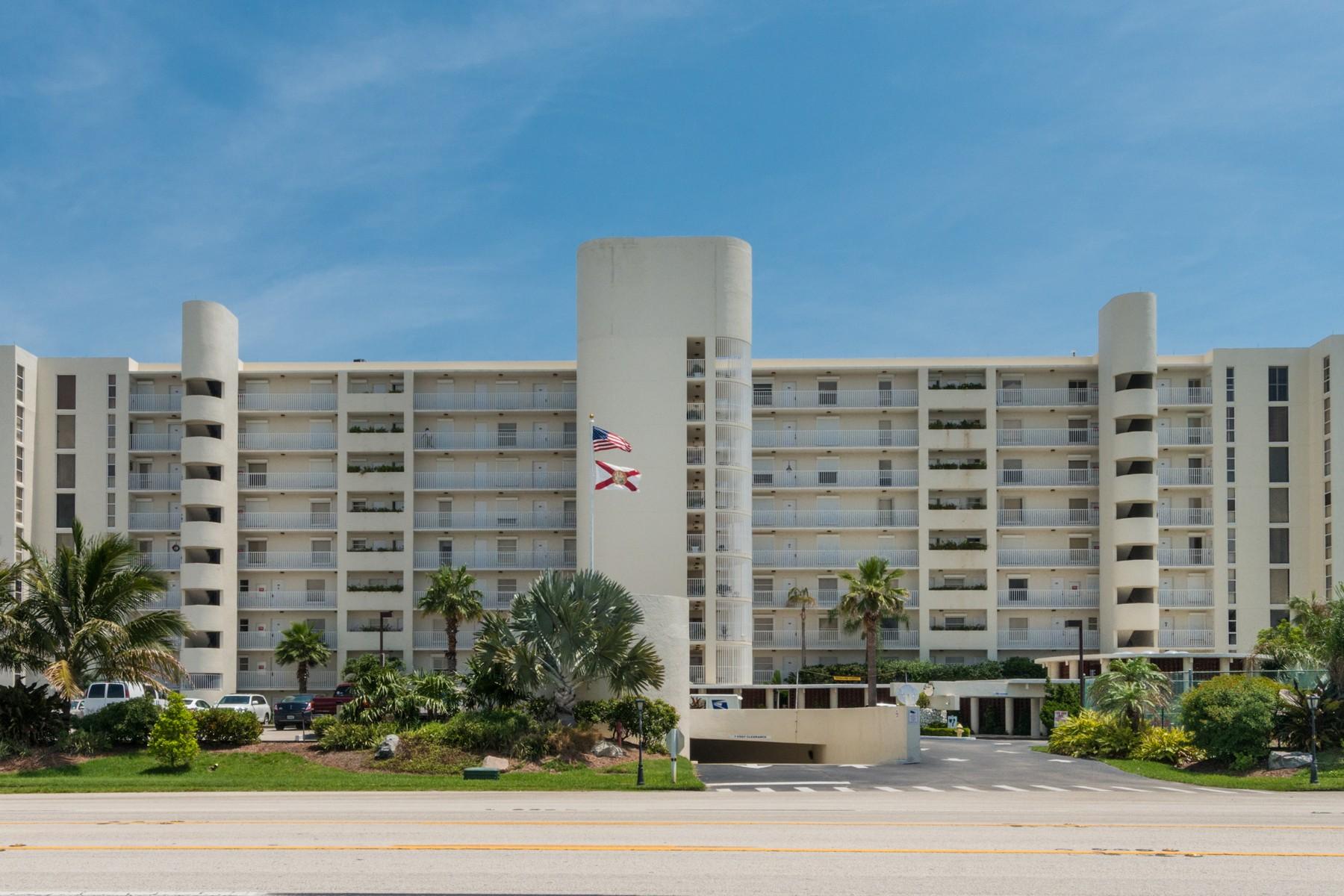 Condomínio para Venda às Ocean Walk Condo 2225 Highway A1A #304 Satellite Beach, Florida, 32937 Estados Unidos