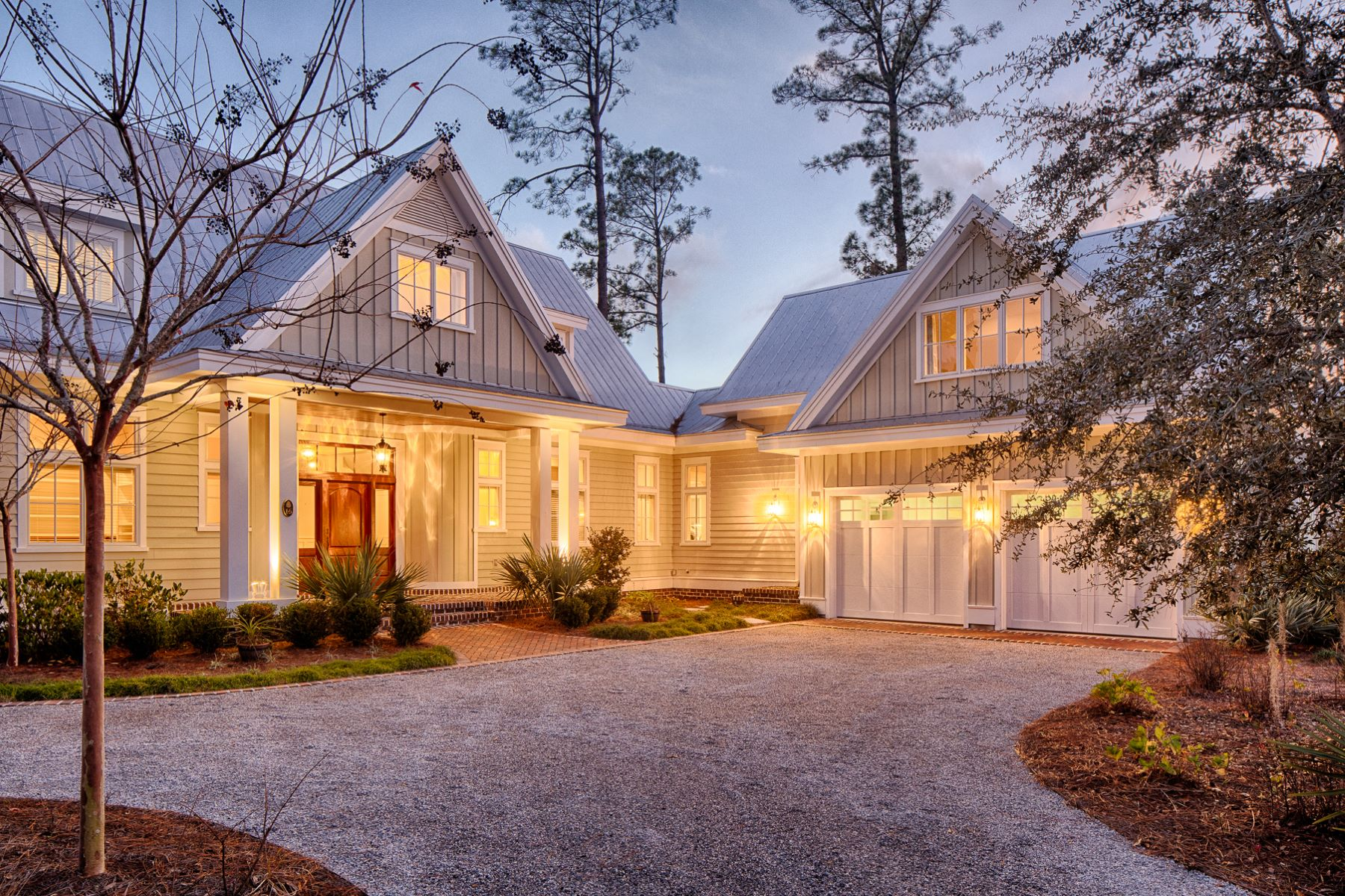 Single Family Homes for Sale at 16 Wolf Tree Road Bluffton, South Carolina 29910 United States