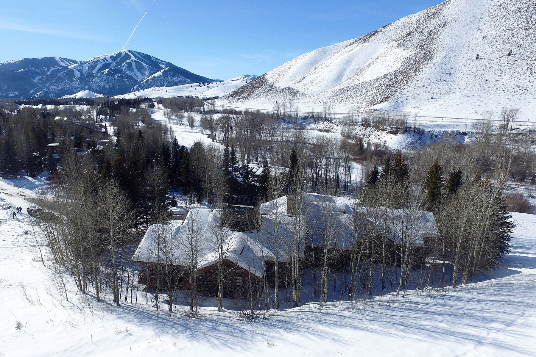 Single Family Home for Active at Grand Fairway Estate 723 Fairway Rd Sun Valley, Idaho 83353 United States