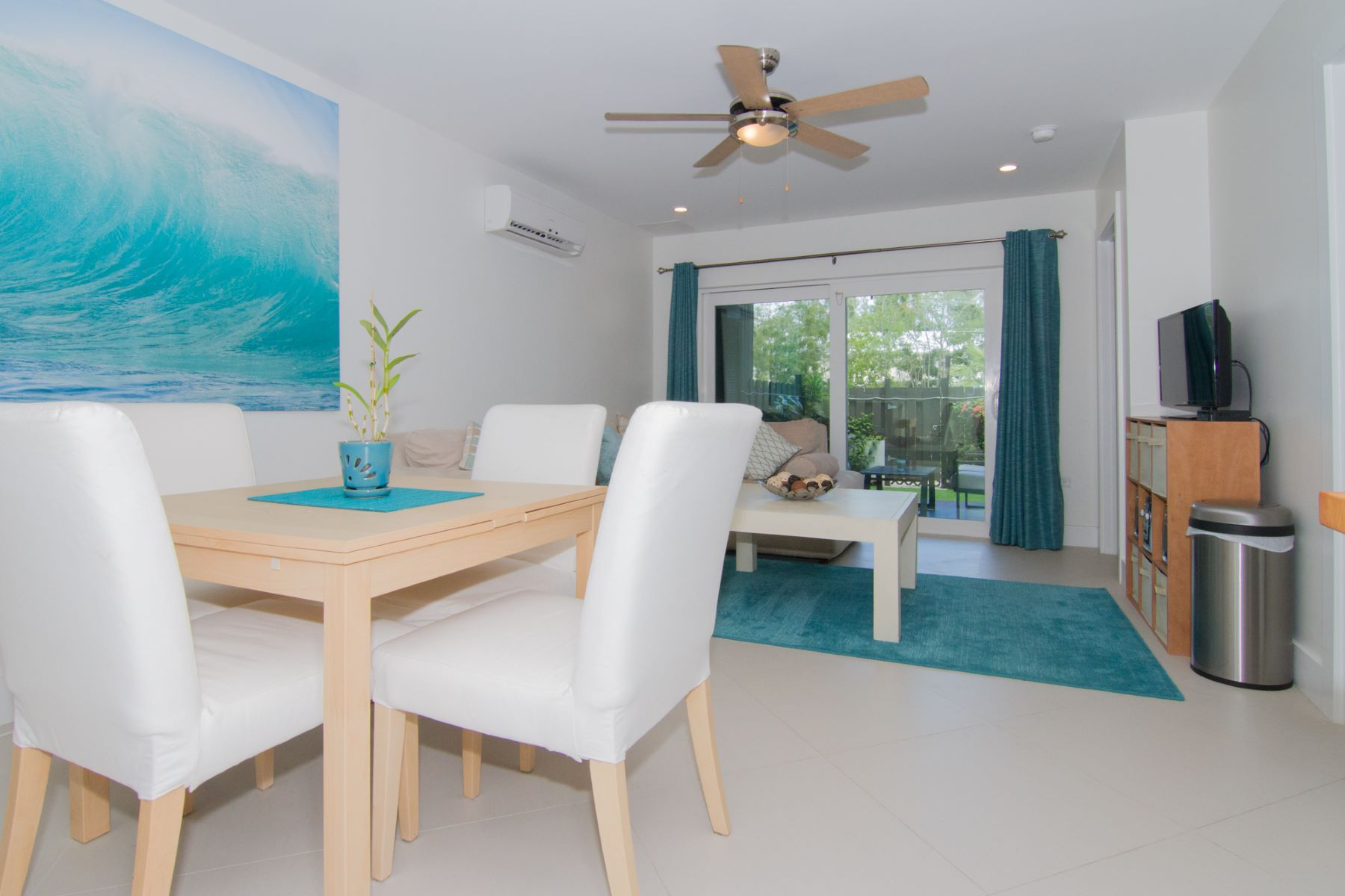 Additional photo for property listing at South Bay Spacious Family Town Home South Sound,  Cayman Islands