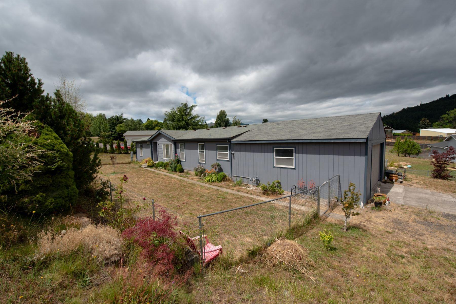 Single Family Homes for Sale at 537 Cochran Lane White Salmon, Washington 98672 United States