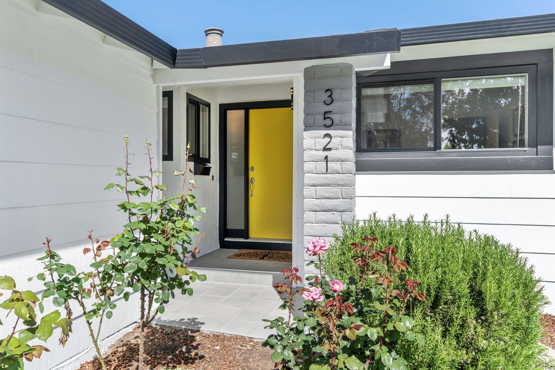 Single Family Homes 为 销售 在 Charming Modern Farm Style Rancher 3521 Boysol Court 圣何塞, 加利福尼亚州 95132 美国