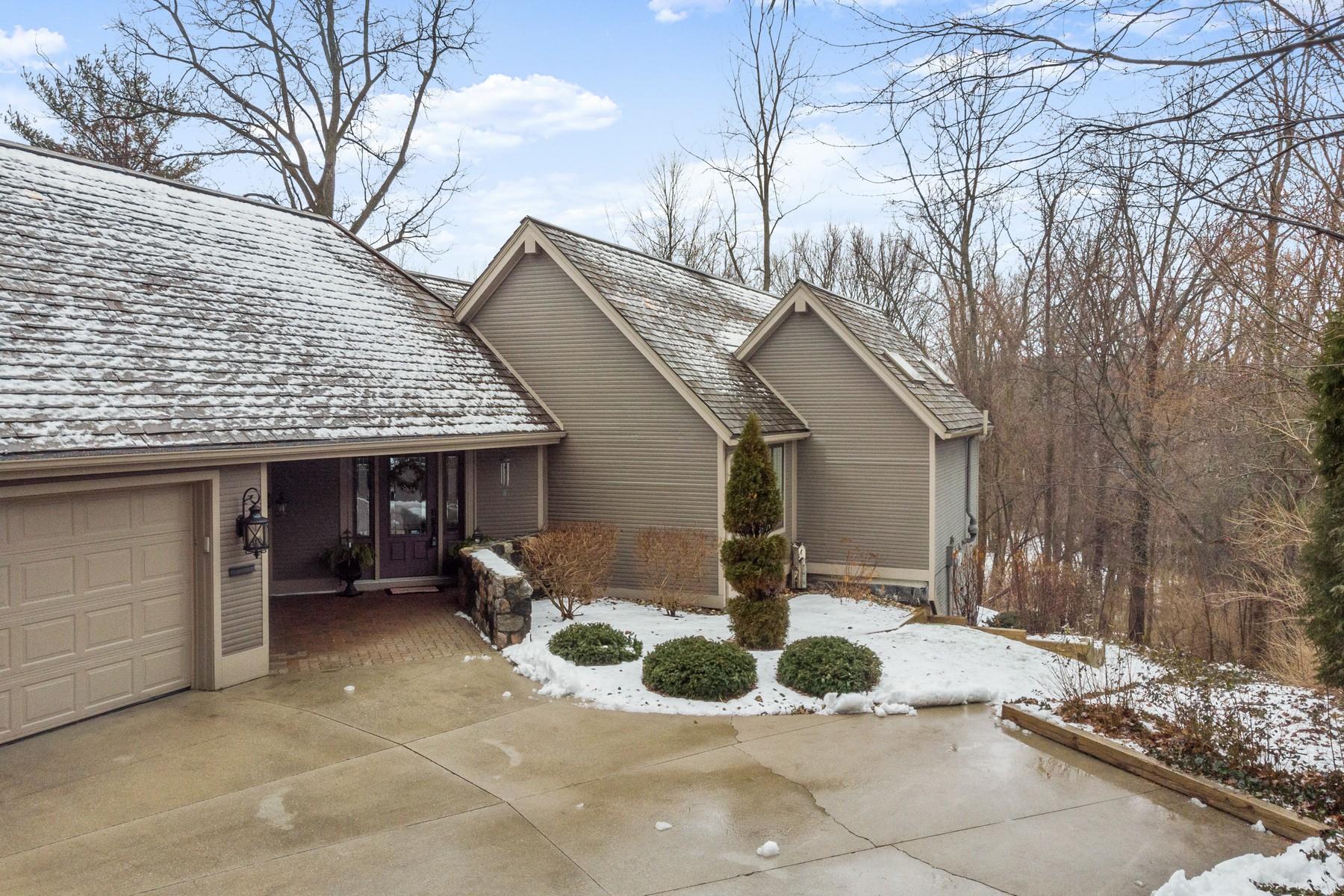 Single Family Homes por un Venta en Custom Villa in Covington Bluffs 6918 Woodcroft Lane Fort Wayne, Indiana 46804 Estados Unidos