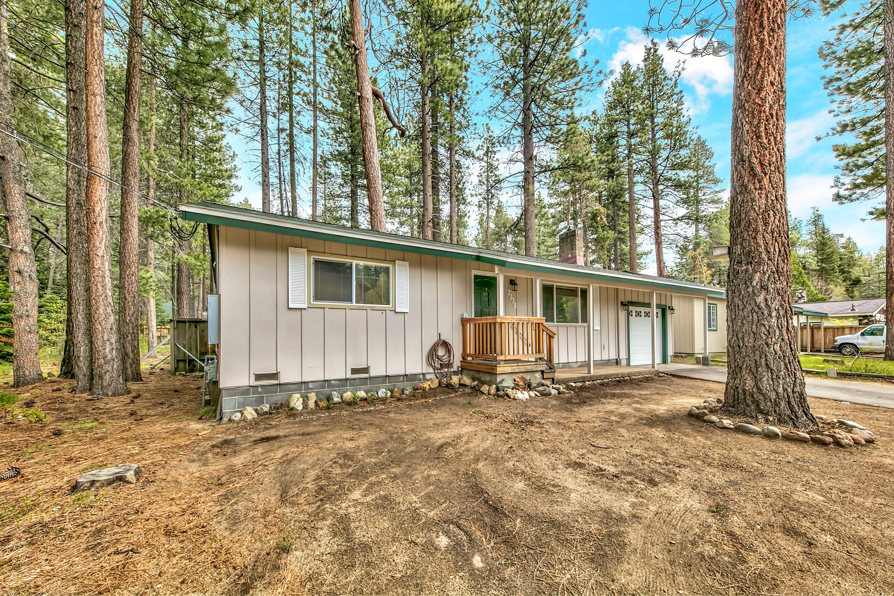 Property por un Venta en 2178 Tahoe Vista Drive, South Lake Tahoe, CA 96150 2178 Tahoe Vista Drive South Lake Tahoe, California 96150 Estados Unidos