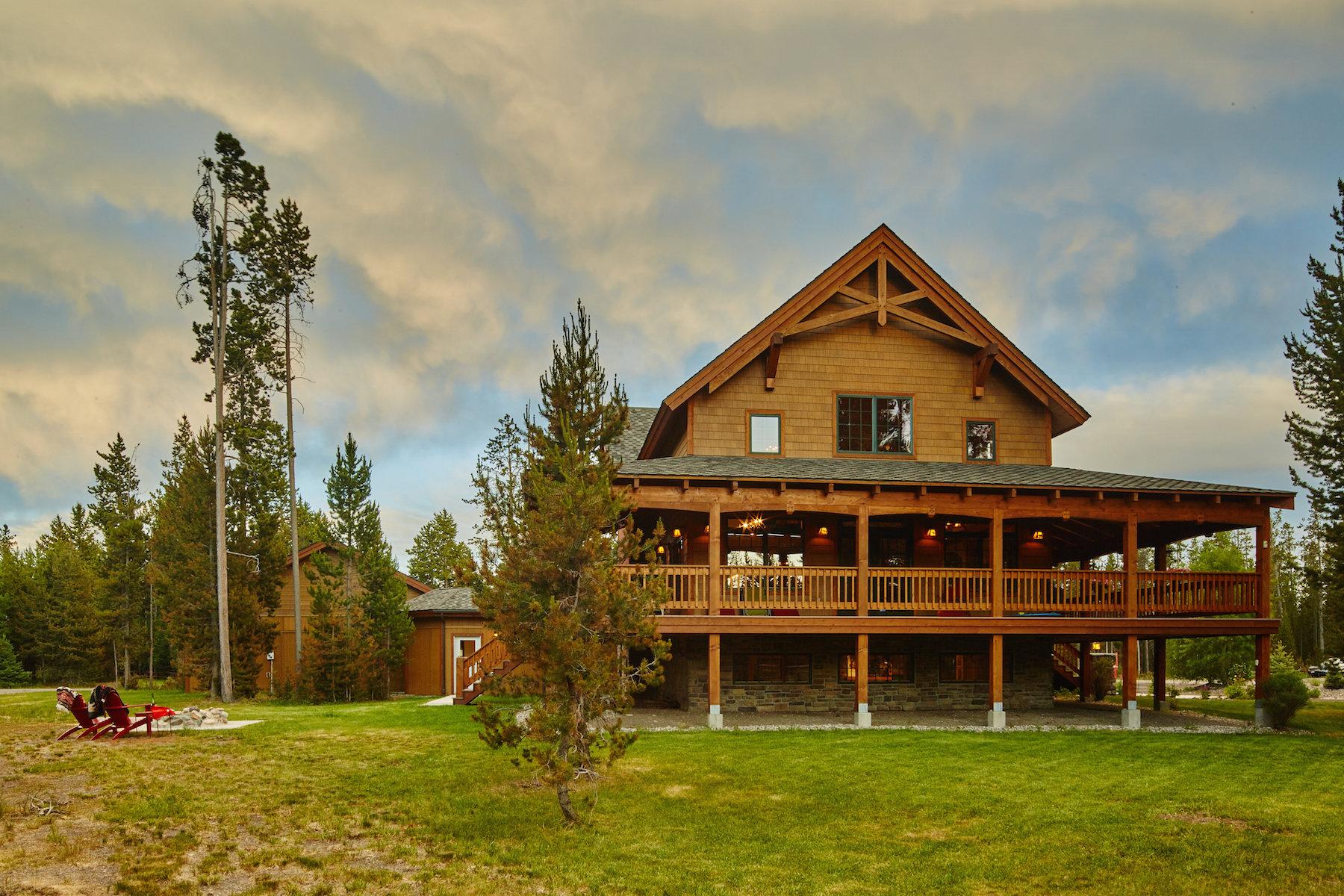 Casa Unifamiliar por un Venta en 656 Grouse Court West Yellowstone, Montana, 59758 Estados Unidos