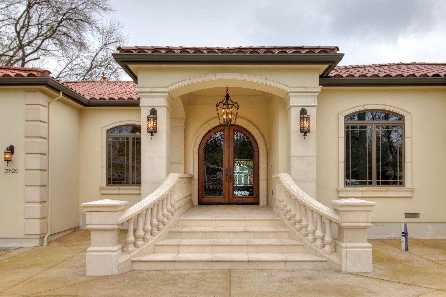 Maison unifamiliale pour l Vente à Gorgeous Custom in Sierra Oaks Vista 2620 Huntington Rd Sacramento, Californie 95864 États-Unis