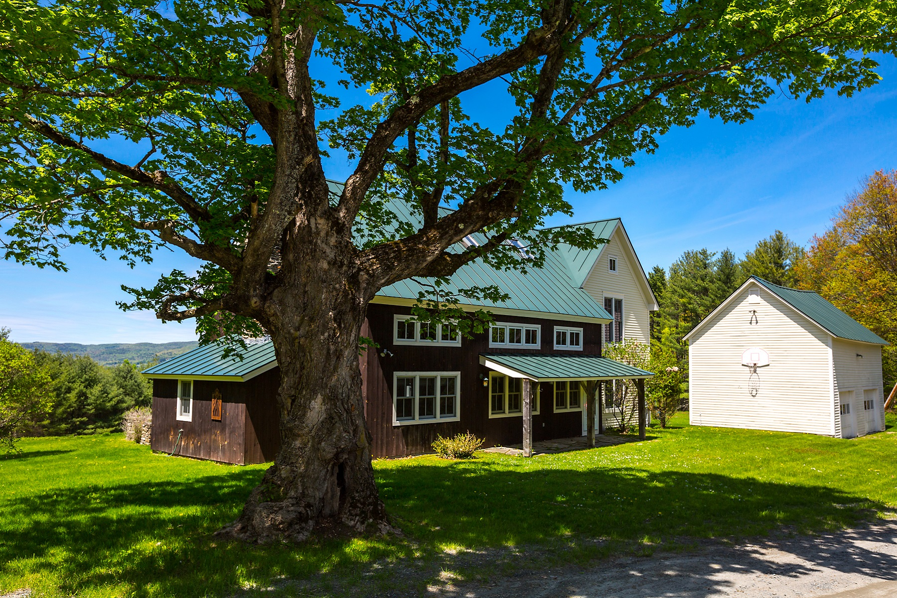 Single Family Homes for Sale at Fabulous Contemporary Farmhouse 853 Hathaway Road Hartford, Vermont 05001 United States
