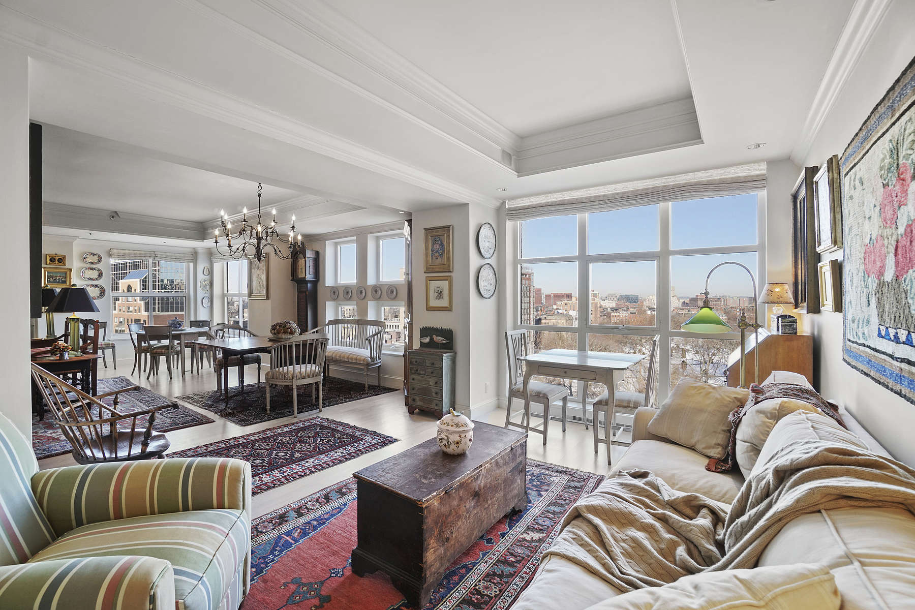 Condominiums por un Venta en Magnificent Condo At The Highly Coveted Heritage On The Garden 300 Boylston Street Unir 1103 Boston, Massachusetts 02116 Estados Unidos