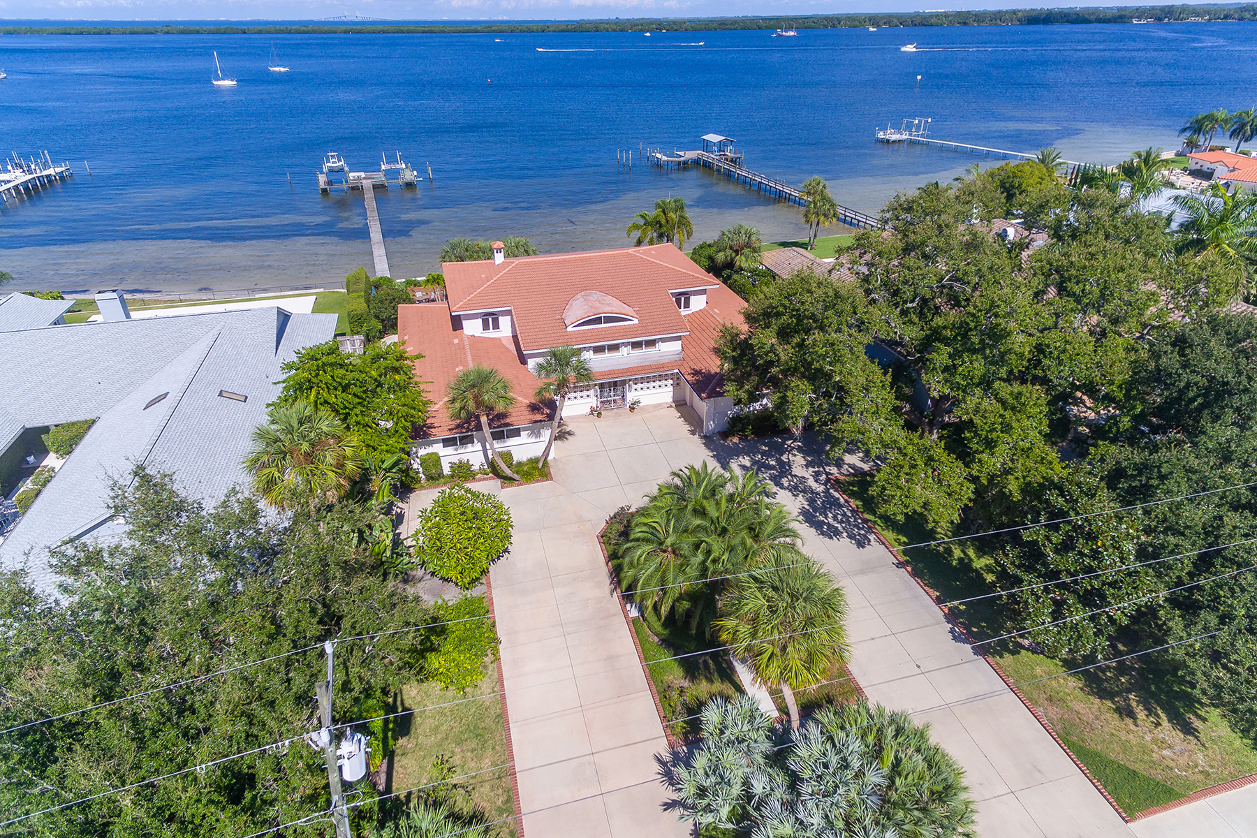 Single Family Homes for Sale at SHAW'S POINT 7412 Riverview Dr Bradenton, Florida 34209 United States