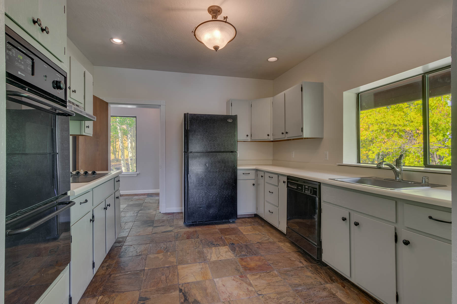 Additional photo for property listing at 10190 Keiser Ave., Truckee, CA 10190 Keiser Ave. Truckee, California 96161 Estados Unidos