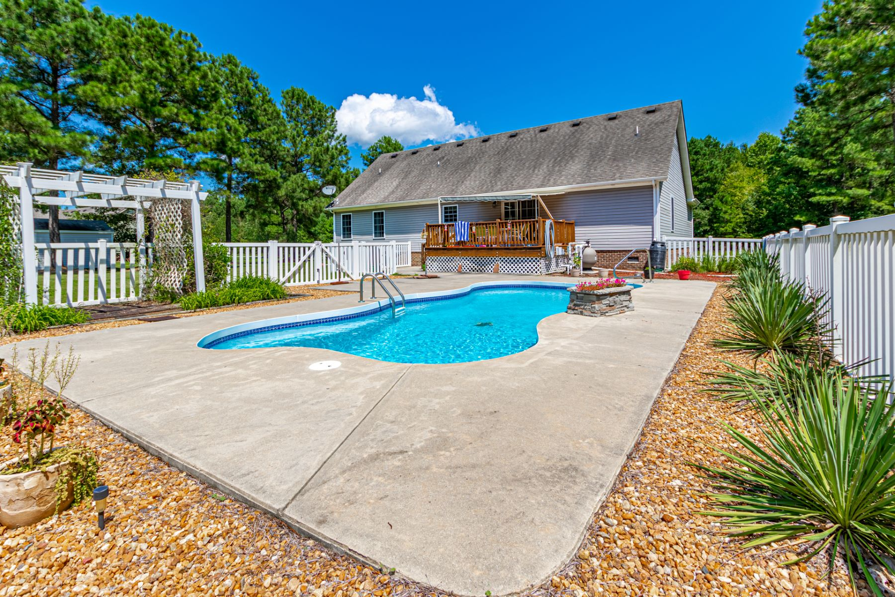Single Family Homes for Active at 192 Bethel Creek Lane Hertford, North Carolina 27944 United States