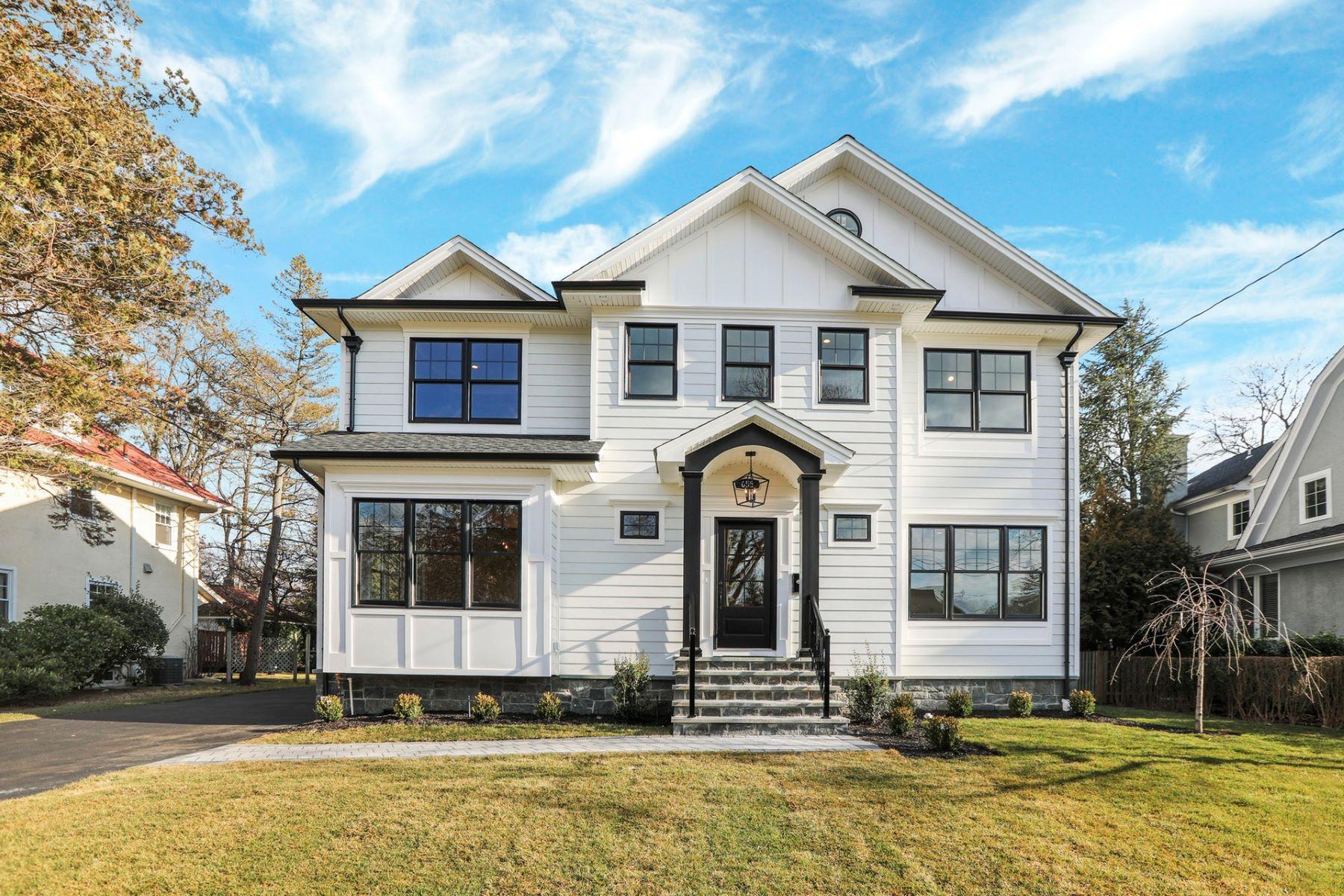 Single Family Homes для того Продажа на Stunning newly constructed 4,400 sqft 6 bedroom, 5 ½ bathroom custom Home 655 Doremus Ave, Glen Rock, Нью-Джерси 07452 Соединенные Штаты