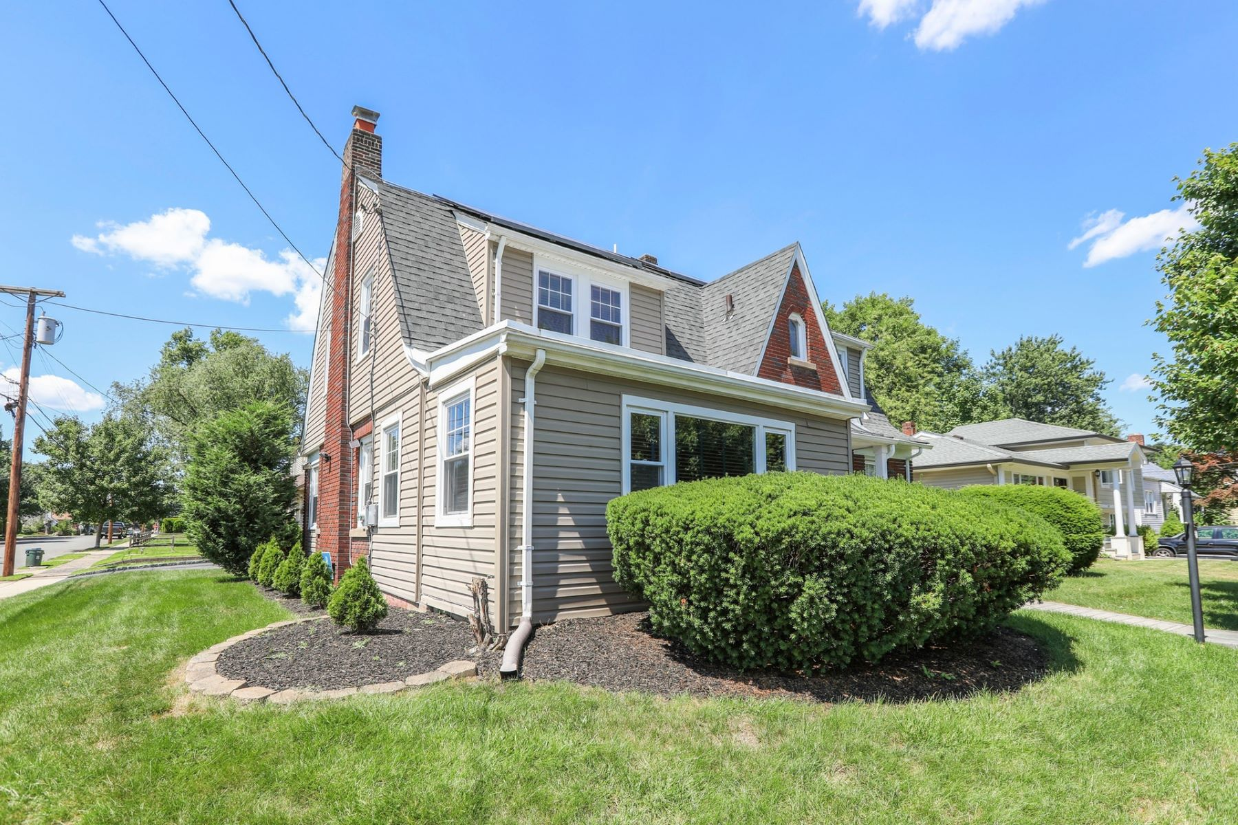 Additional photo for property listing at Welcome Home! 1-01 Morlot Ave Fair Lawn, New Jersey 07410 United States