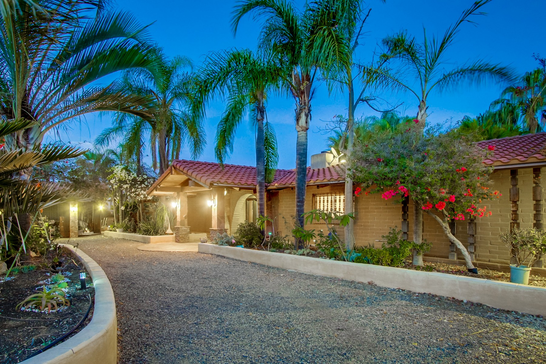 Single Family Home for Active at 2860 Sunset Hills 2860 Sunset Hills Escondido, California 92025 United States