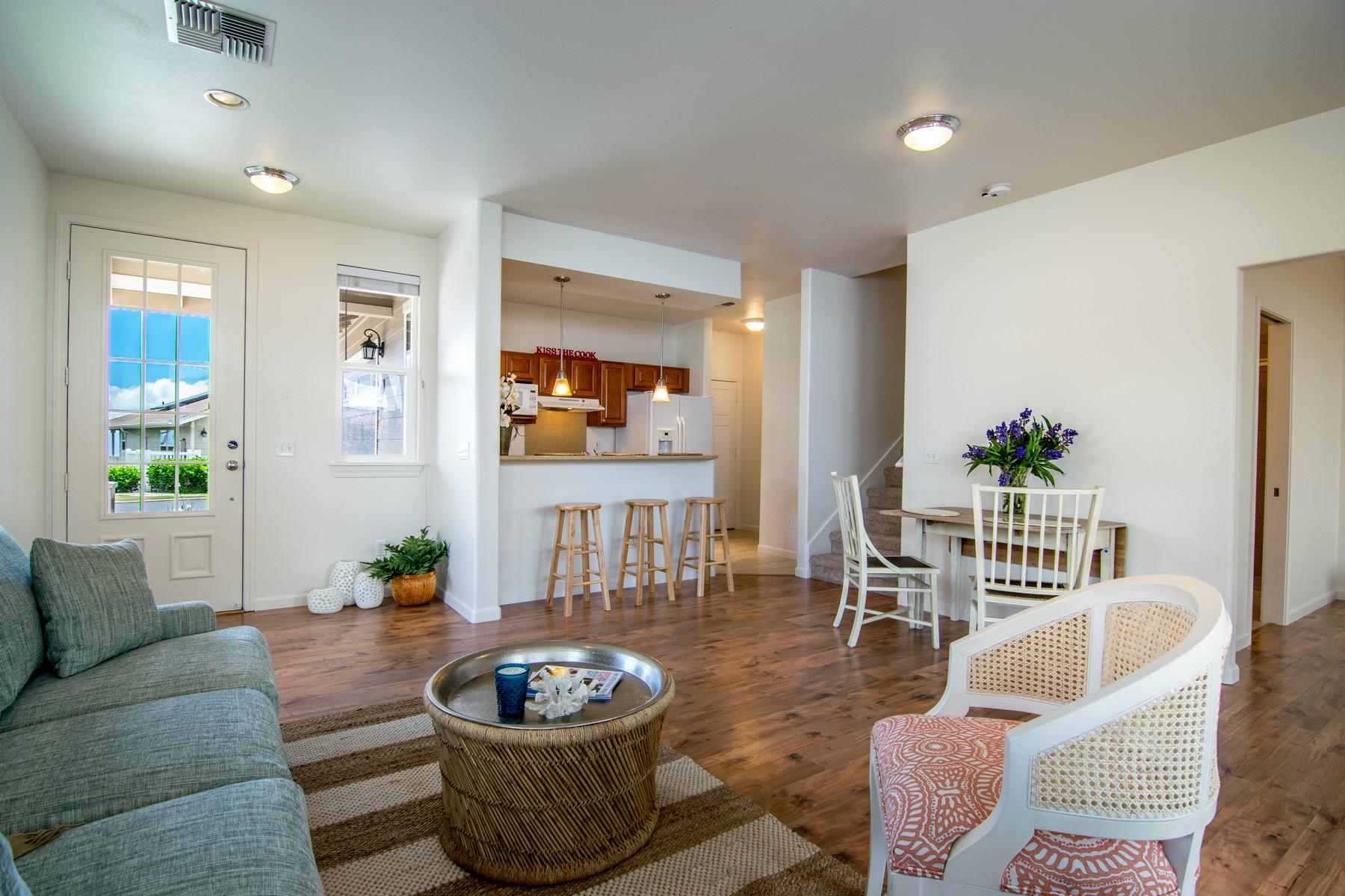 Nhà phố vì Bán tại 4 Bedroom, 3 Baths View Home for $685,000 46 Kuinehe Place, The Cottages at Kulamalu 18 Pukalani, Hawaii, 96768 Hoa Kỳ