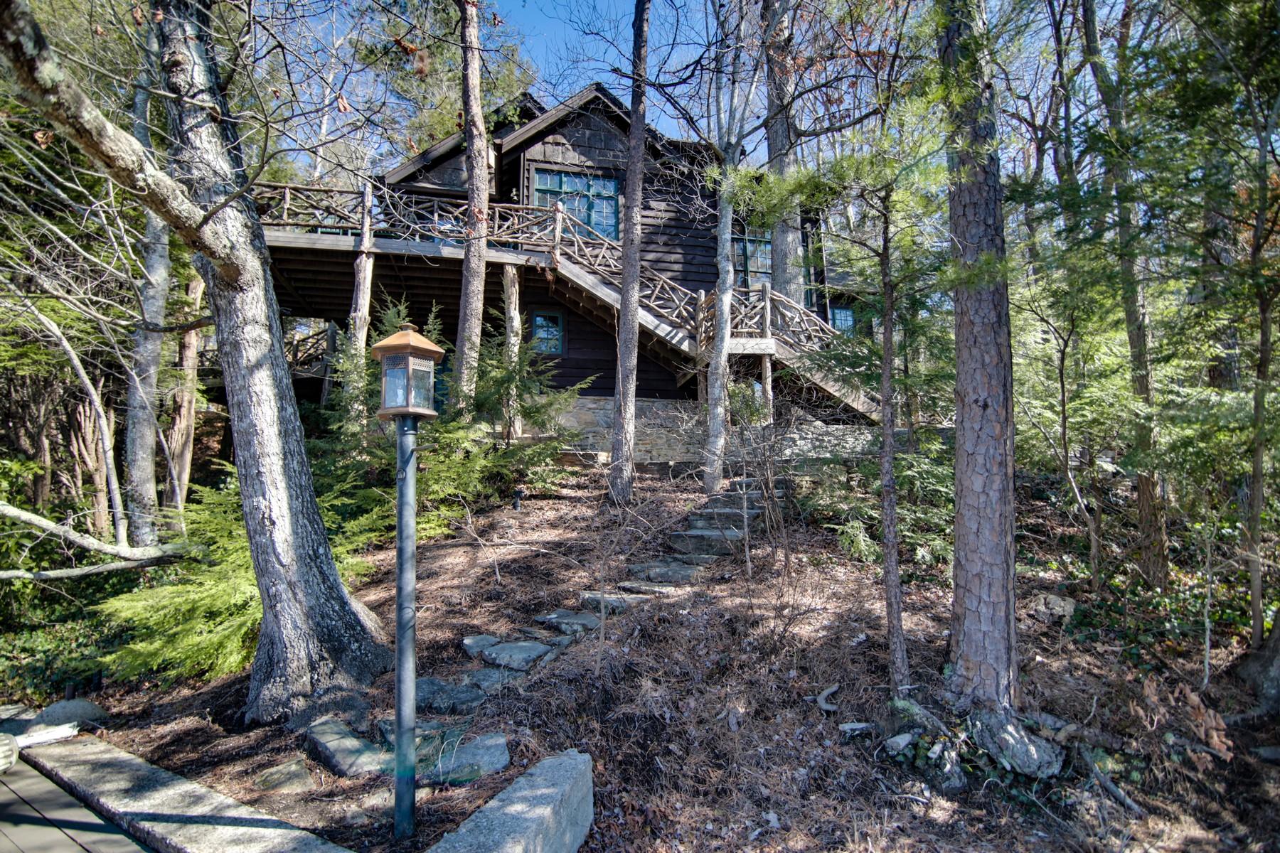 Casa Unifamiliar por un Venta en 139 Storm Ridge Road, Lake Lure, NC Lake Lure, Carolina Del Norte, 28746 Estados Unidos