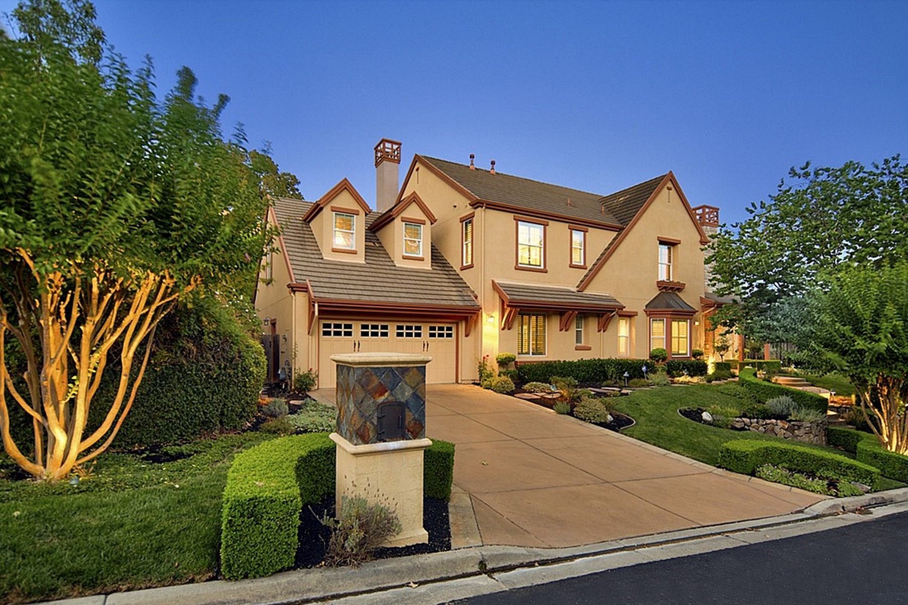 House for Sale at Stunning Stone Valley Oaks Home 4040 Stone Valley Oaks Drive Alamo, California 94507 United States