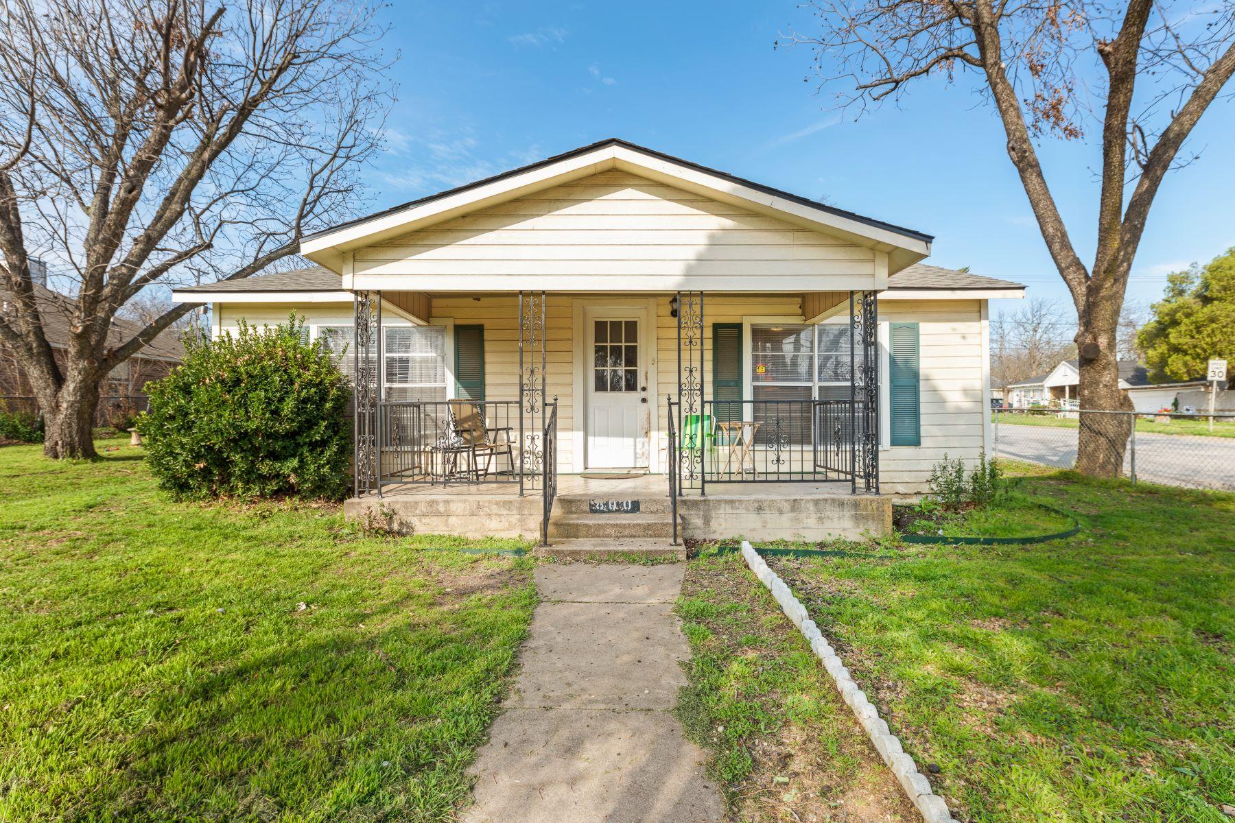 Single Family Homes für Verkauf beim White Settlement, Texas 76108 Vereinigte Staaten