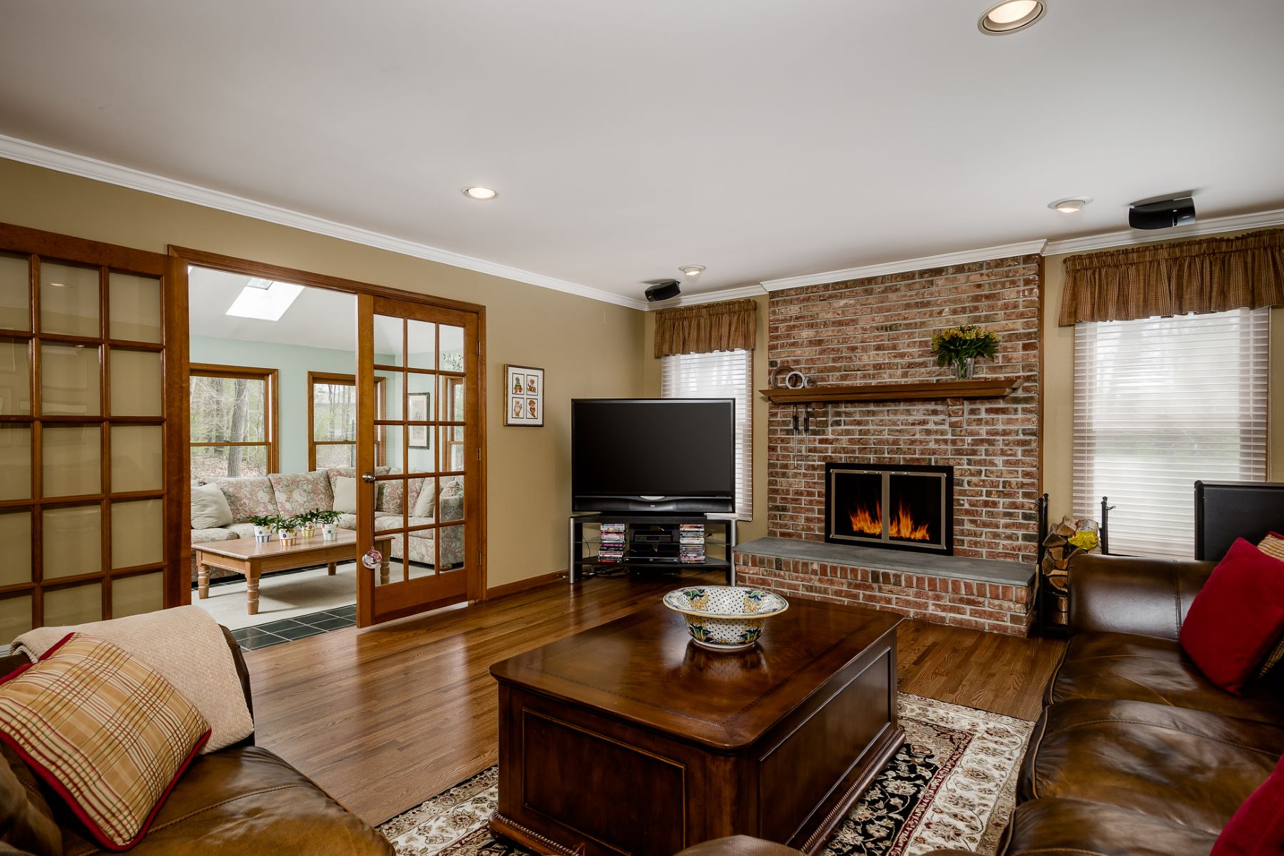 Additional photo for property listing at A Premium Position on a Manicured Cul-De-Sac 16 Blackhawk Court, West Windsor, New Jersey 08550 United States
