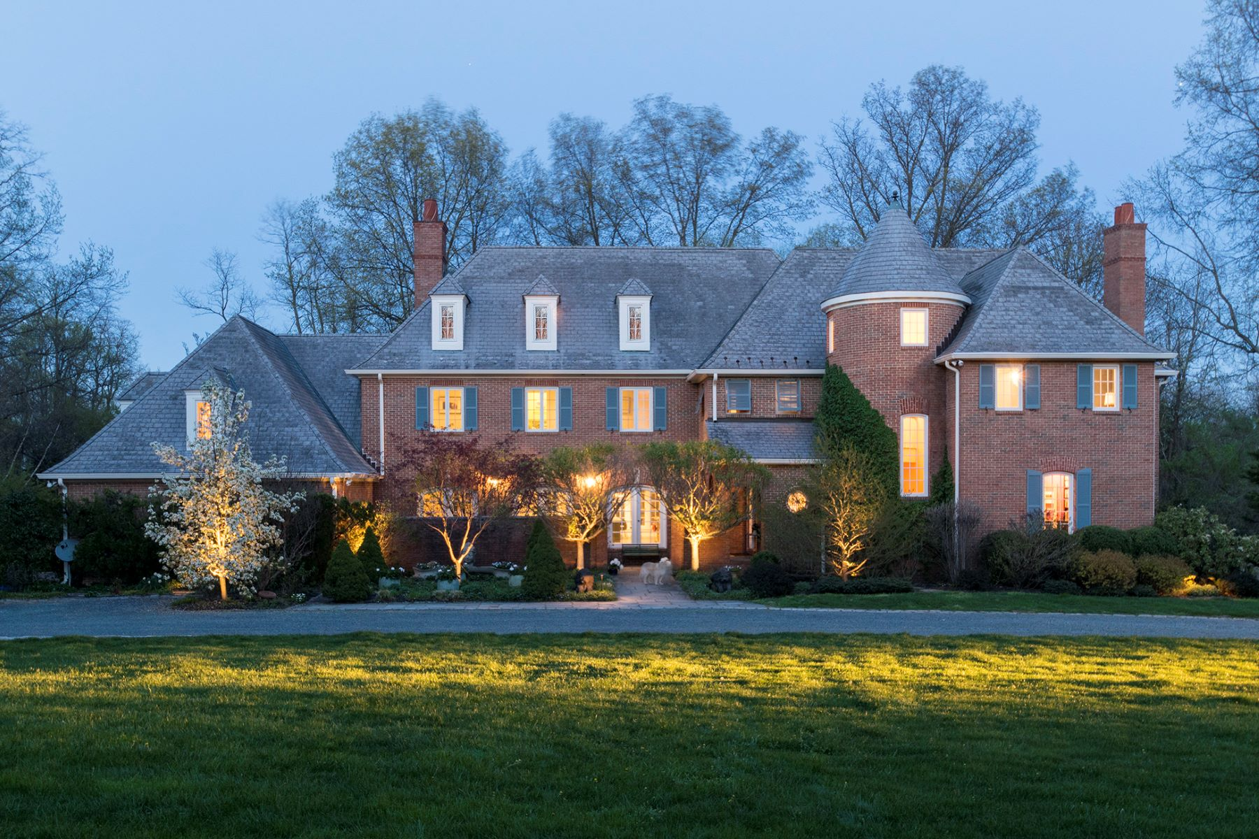 Casa Unifamiliar por un Venta en Elegant Manor House in a Park-Like Setting - Lawrence Township 3 Landfall Lane, Princeton, Nueva Jersey, 08540 Estados UnidosEn/Alrededor: Lawrence Township