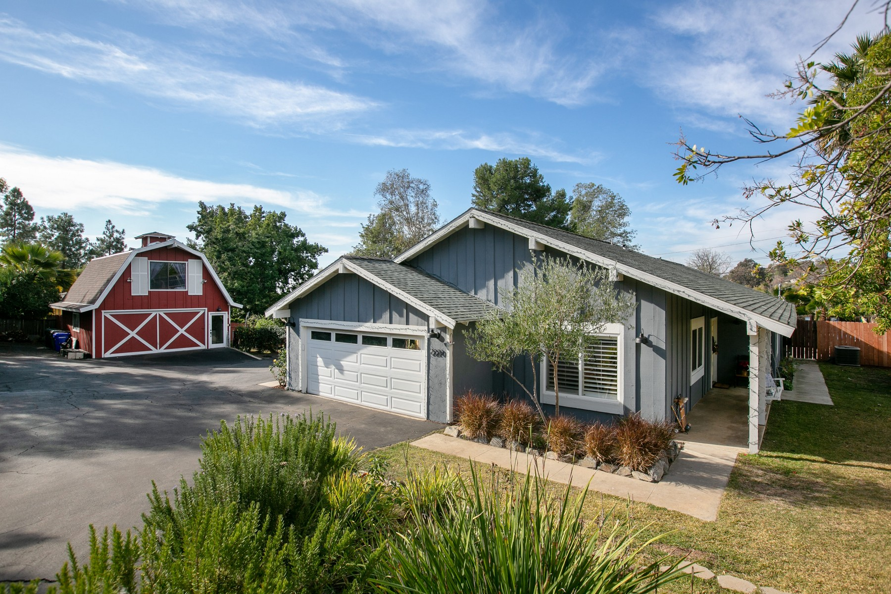 Single Family Home for Active at 2220 Dons Way 2220 Dons Way Vista, California 92084 United States