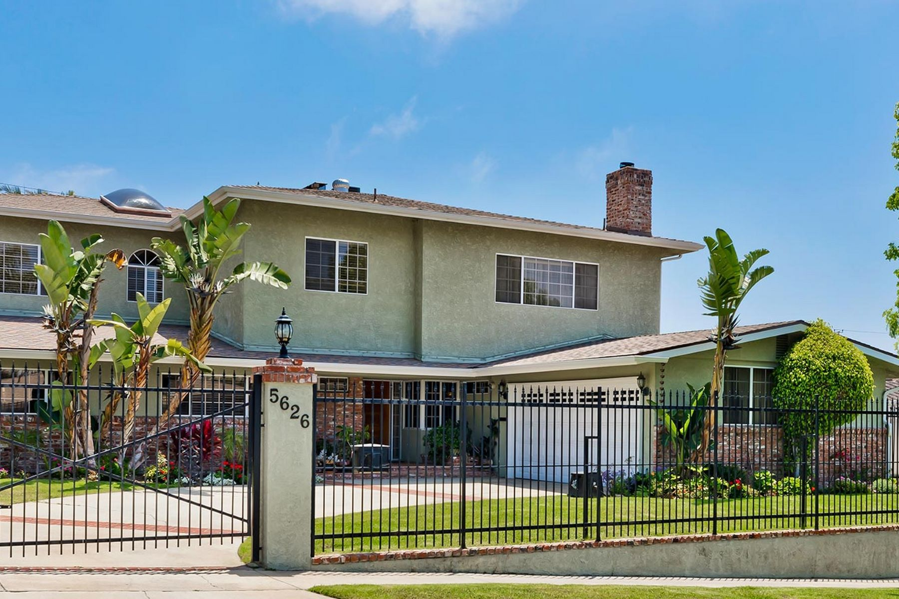 Single Family Homes for Sale at 5626 Bedford Avenue Los Angeles, California 90056 United States