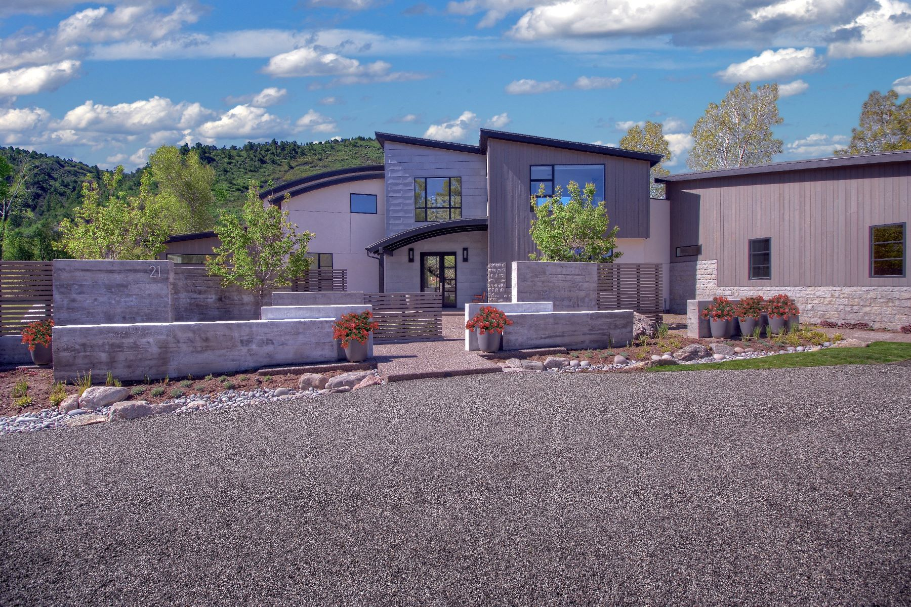 Casa Unifamiliar por un Venta en Contemporary Riverfront Gem 21 St Finnbar Farm Road Carbondale, Colorado 81623 Estados Unidos