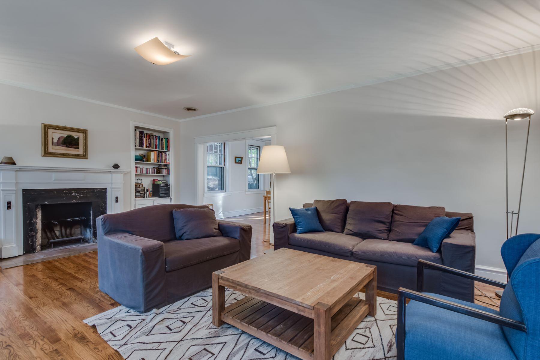 Additional photo for property listing at 430 Melville Ave University City, Missouri 63130 United States