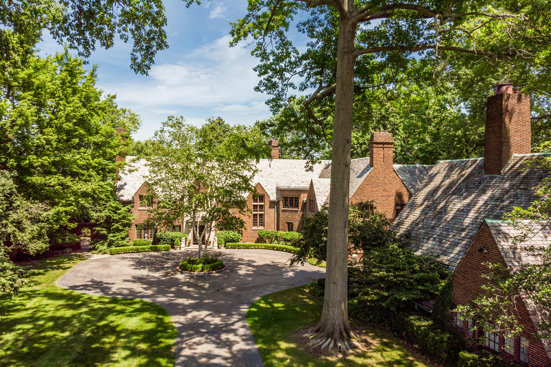 Single Family Homes for Sale at Grosse Pointe Farms 330 Provencal Road Grosse Pointe Farms, Michigan 48236 United States
