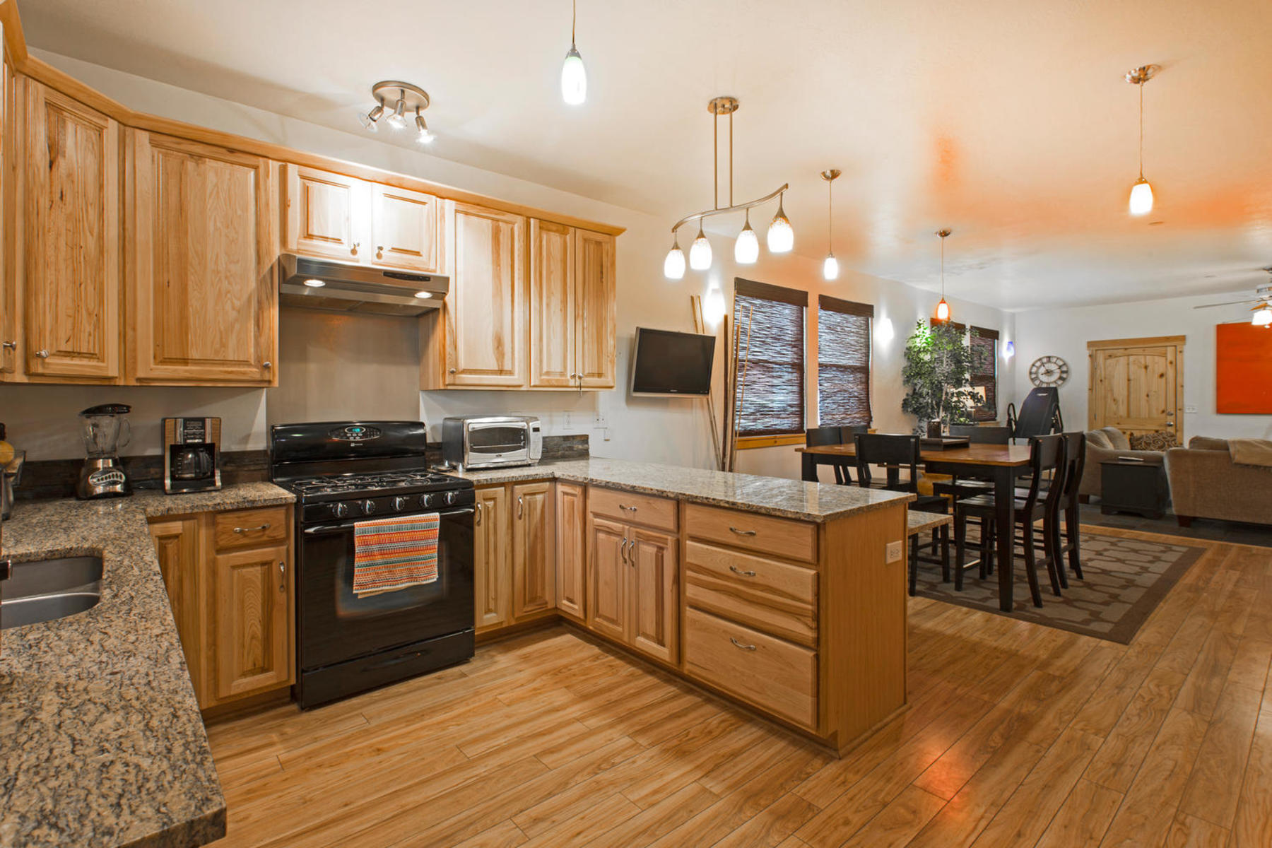 Additional photo for property listing at Rare 3 Bedroom Single Level Prospector Condo 2036 Prospector Ave #B Park City, Utah 84060 United States