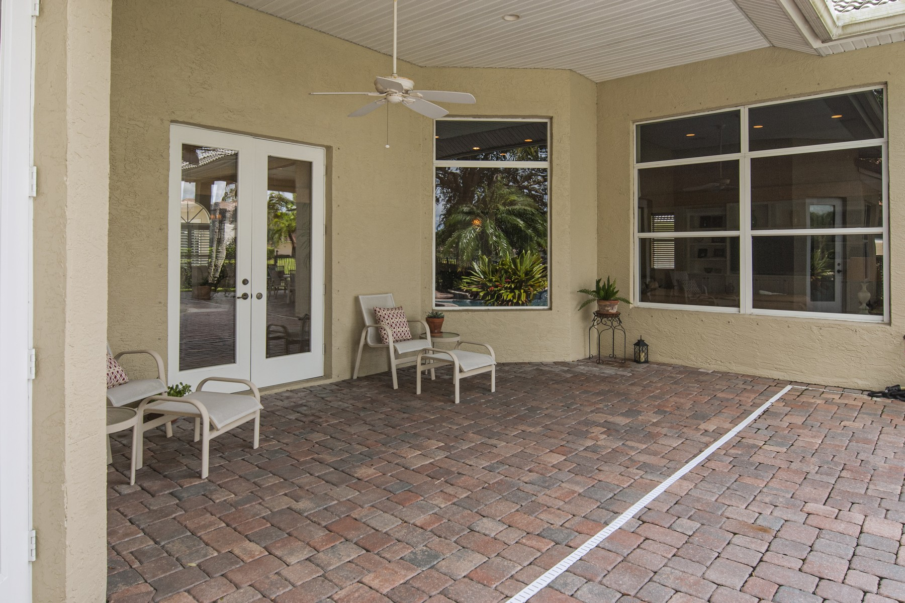 Additional photo for property listing at Gorgeous Four Bedroom Home on Doctor's Row 1735 Cassville Avenue Vero Beach, Florida 32966 United States