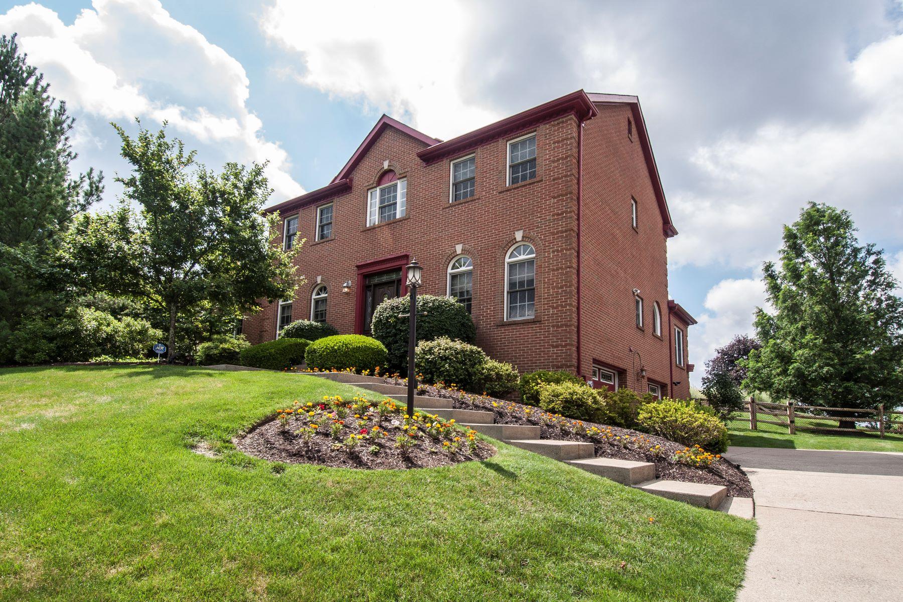 独户住宅 为 销售 在 Inviting Brick Home in Hampton 3162 Henrich Farm Lane Hampton, Allison Park, 宾夕法尼亚州, 15101 美国