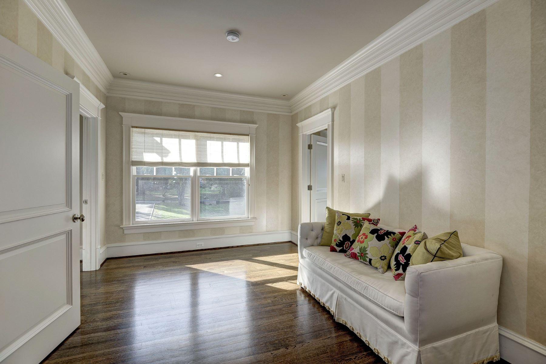 Additional photo for property listing at 833 Herbert Springs Road, Alexandria 833 Herbert Springs Rd Alexandria, Virginia 22308 United States