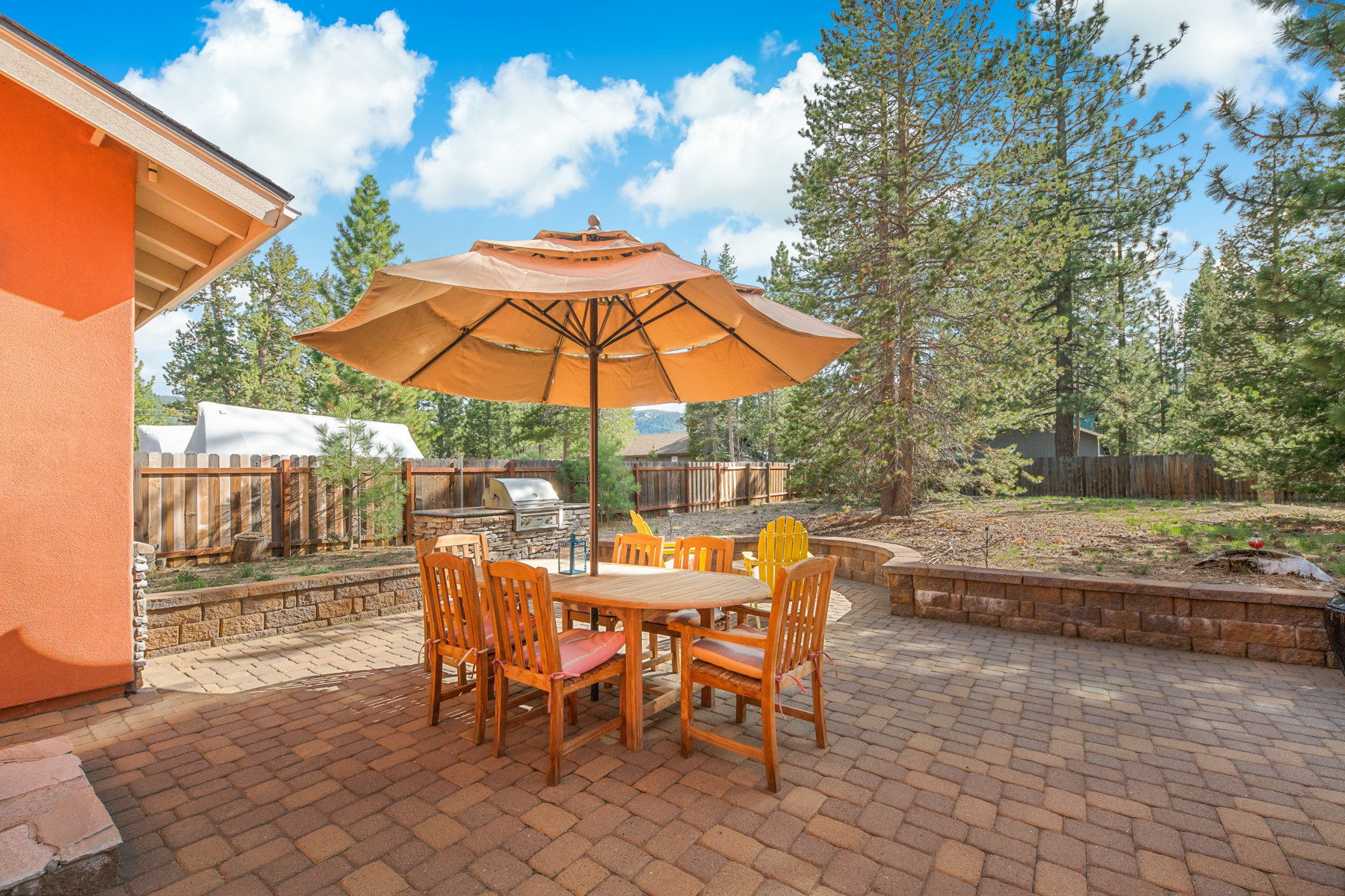 Additional photo for property listing at Extraordinary Mountain Oasis. 2054 Hopi Avenue South Lake Tahoe, California 96150 United States