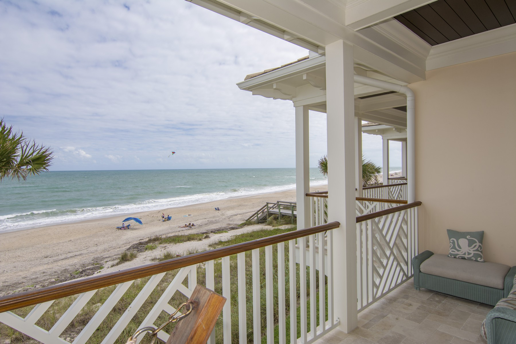 Additional photo for property listing at Oceanfront - Walk to Vero's Island Amenities 1025 Gayfeather Lane Vero Beach, Florida 32963 United States