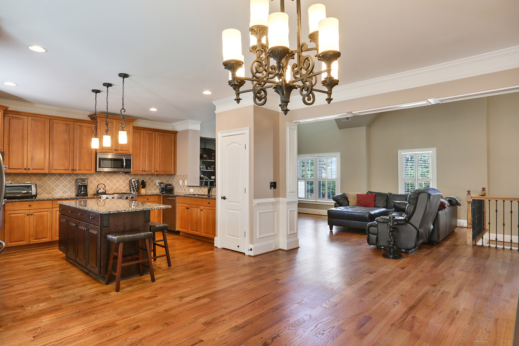 Single Family Homes 용 매매 에 Craftsman Style Home With Quality Finishes 3735 Paces Park Circle SE, Smyrna, 조지아 30080 미국