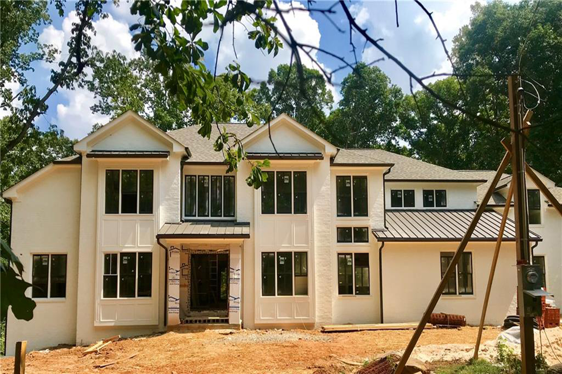 Additional photo for property listing at New Painted Brick Traditional on 1.5+/- Acres Inside I-285 5571 Arundel Drive, Sandy Springs, ジョージア 30327 アメリカ