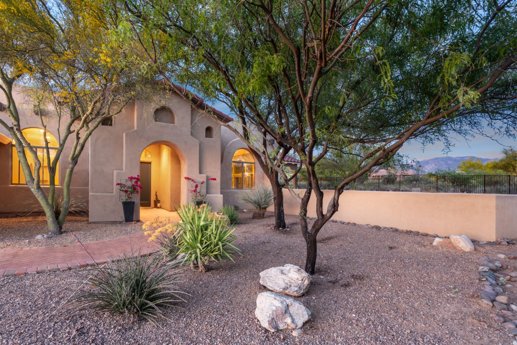Single Family Homes for Sale at One of Oro Valley's Most Desirable Neighborhoods 12316 N Cloud Ridge Drive Oro Valley, Arizona 85755 United States