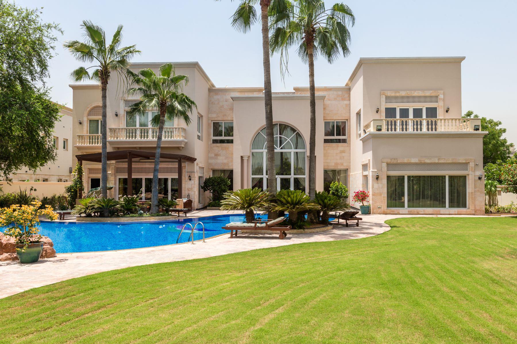 Maison unifamiliale pour l Vente à Bespoke Golf Course Villa Emirates Hills, Dubai, Émirats Arabes Unis