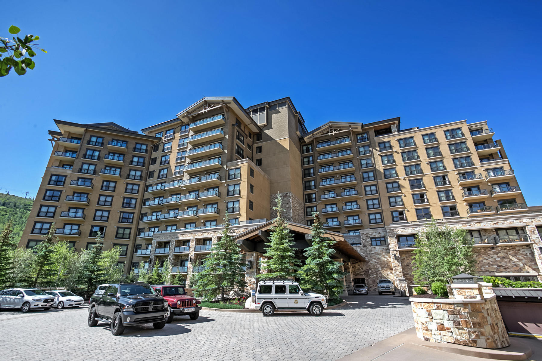 Additional photo for property listing at Slope-side St. Regis Pied-a-Terre 2300 E Deer Valley Dr #318 Park City, Utah 84060 United States