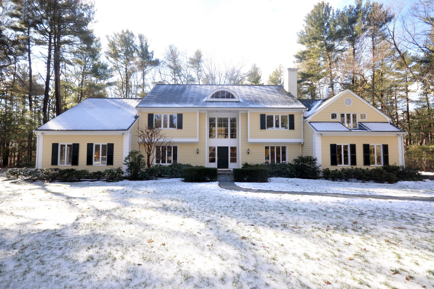 Vivienda unifamiliar por un Venta en Gracious Colonial at the Foot of Nashawtuc Hill 249 Musterfield Road Concord, Massachusetts, 01742 Estados Unidos