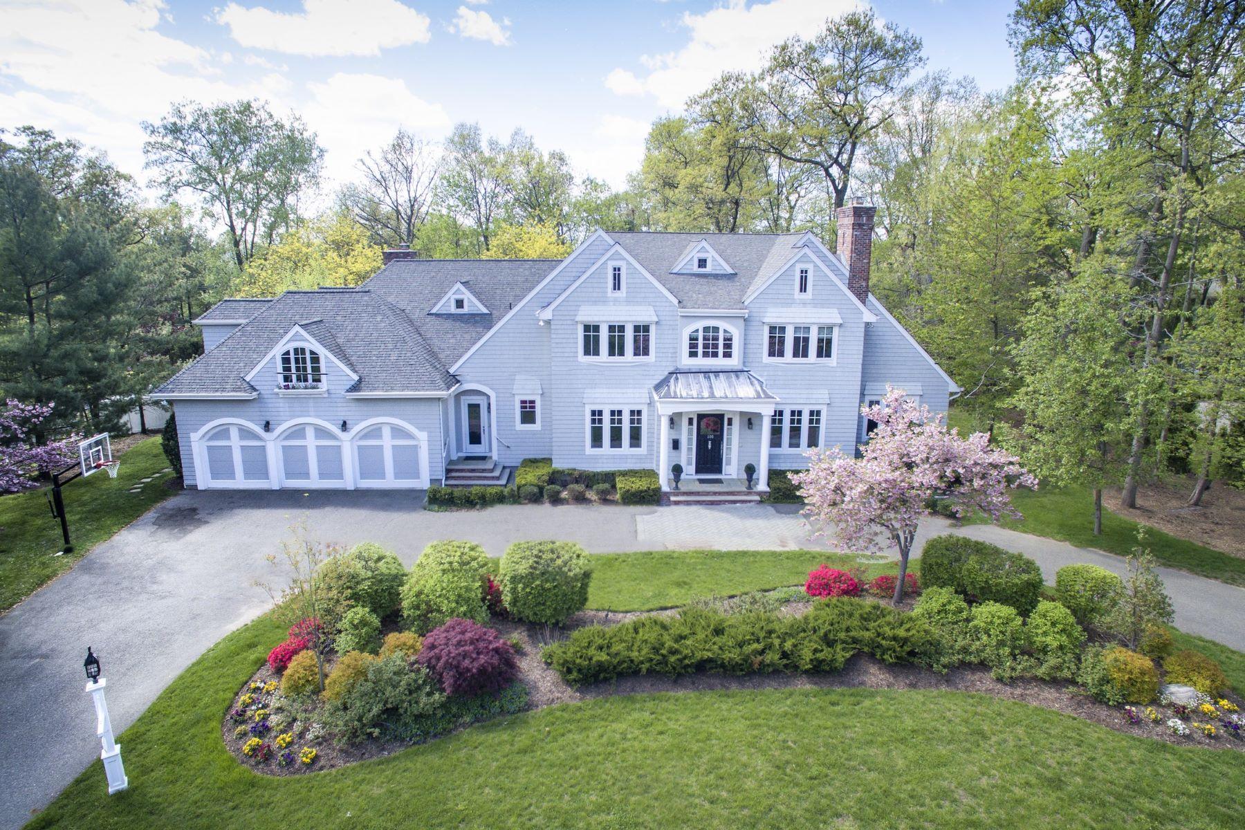 Maison unifamiliale pour l Vente à Hampton Style Estate 100 Devriese Court Tenafly, New Jersey 07670 États-Unis