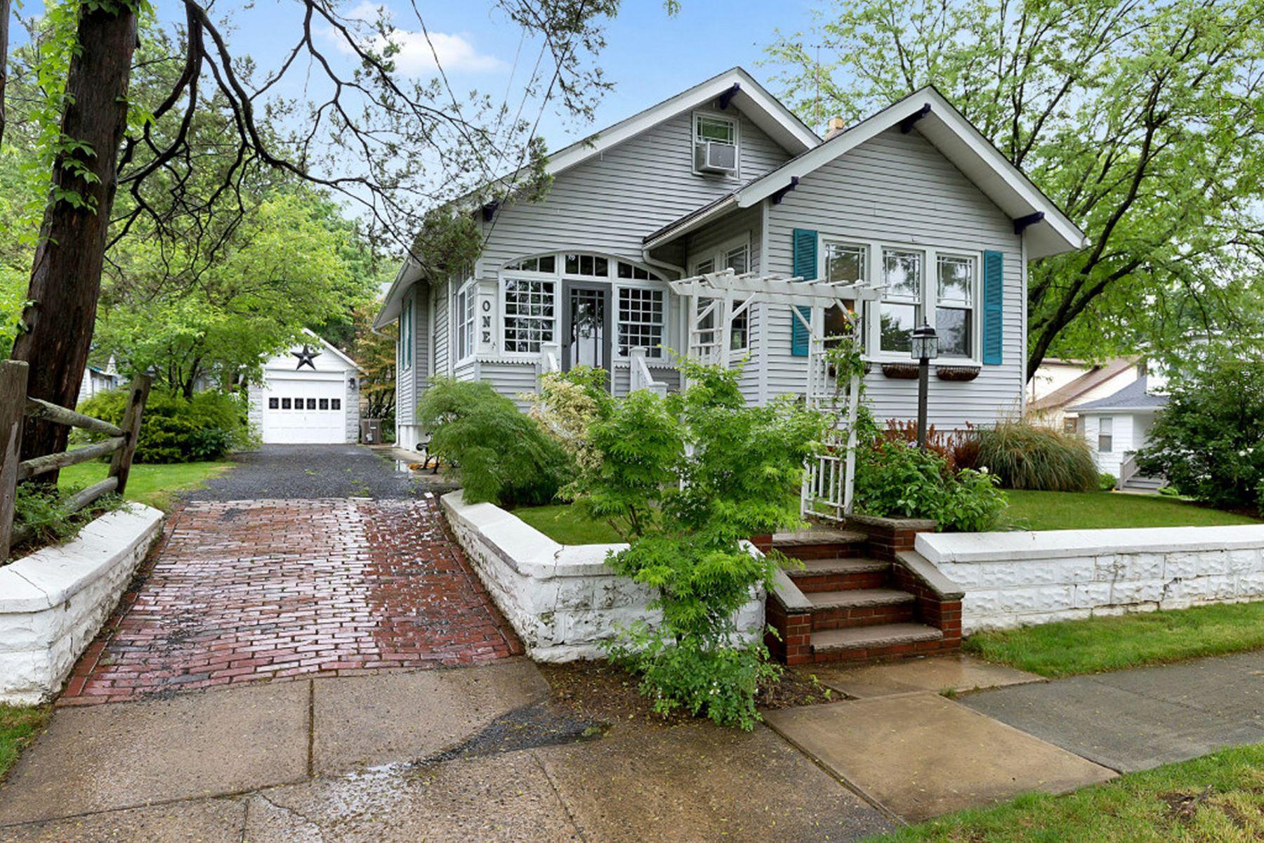 Villa per Vendita alle ore Great Architectural Details 1 Oakdale Ave Millburn, New Jersey 07041 Stati Uniti
