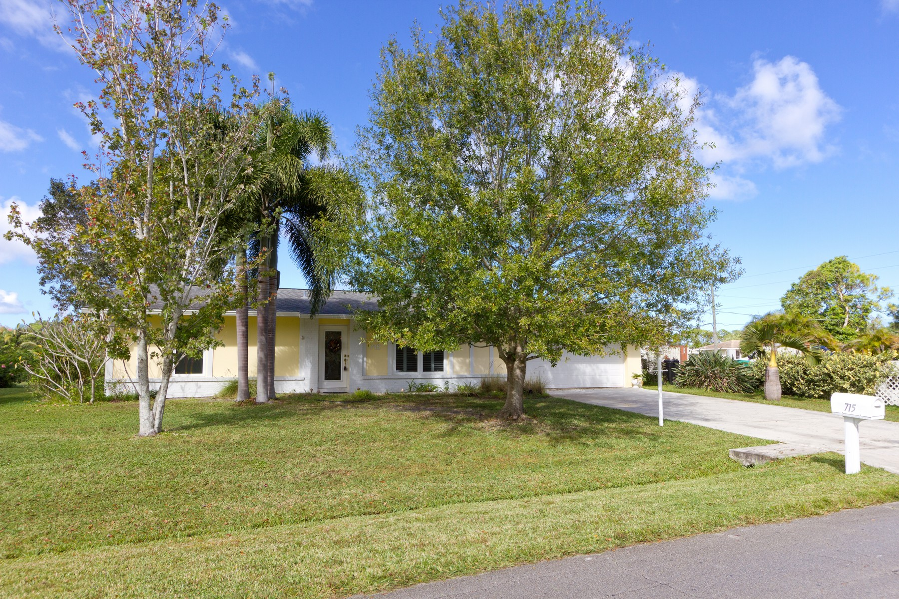Bring your boat!  Great 2bd/2ba Home On a Canal 715 SE Fallon Drive Port St. Lucie, Florida 34983 United States