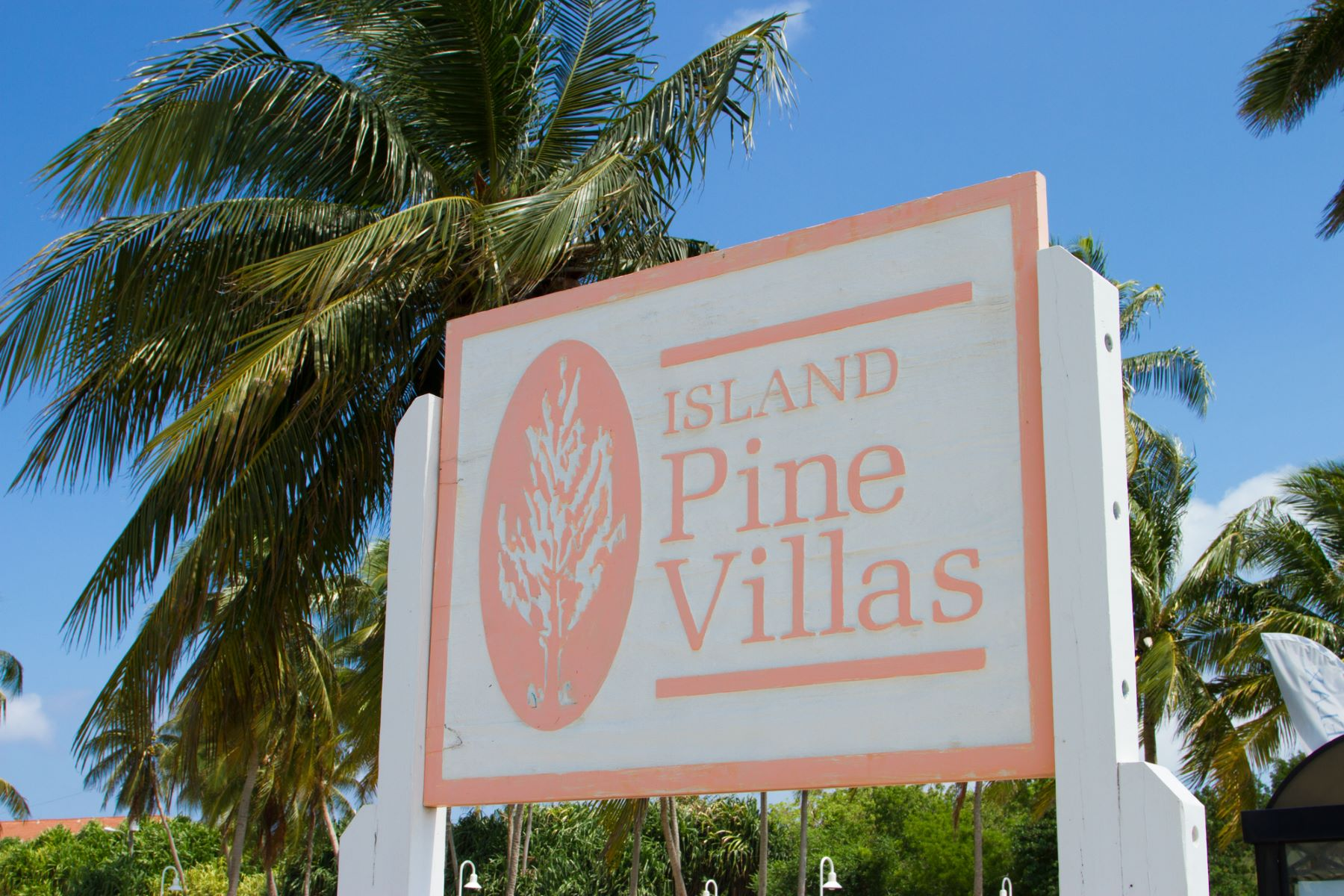 Additional photo for property listing at Island Pine Villas daily Vacation Rental Seven Mile Beach, Gran Caimán Islas Caimán