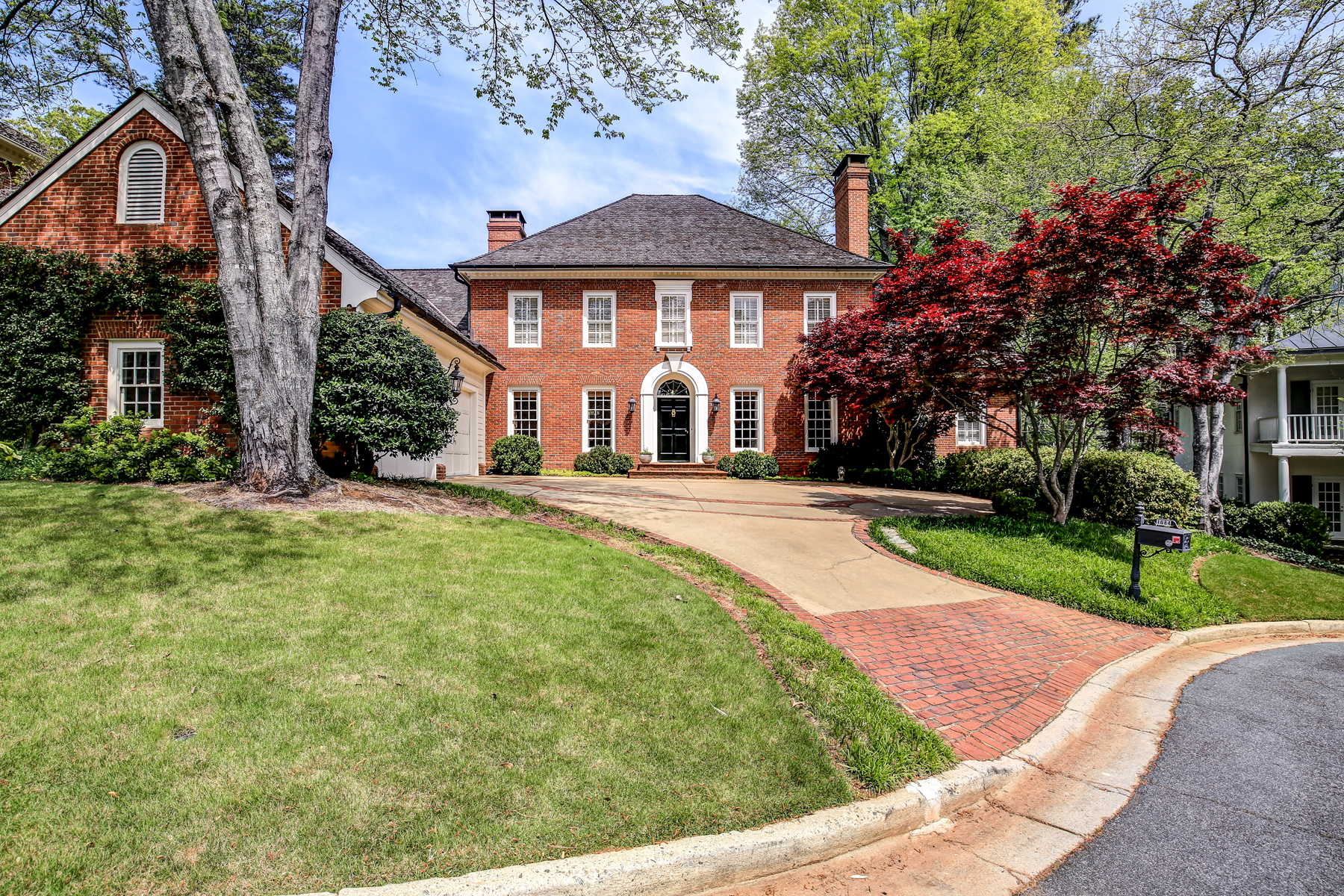 Vivienda unifamiliar por un Venta en Historic Brookhaven Home On Private Cul-de-sac 1084 Brookhaven Square NE Brookhaven, Atlanta, Georgia, 30319 Estados Unidos